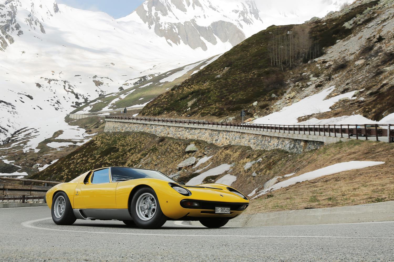 Lamborghini Recreates The Italian Job Scene With 2 Miuras
