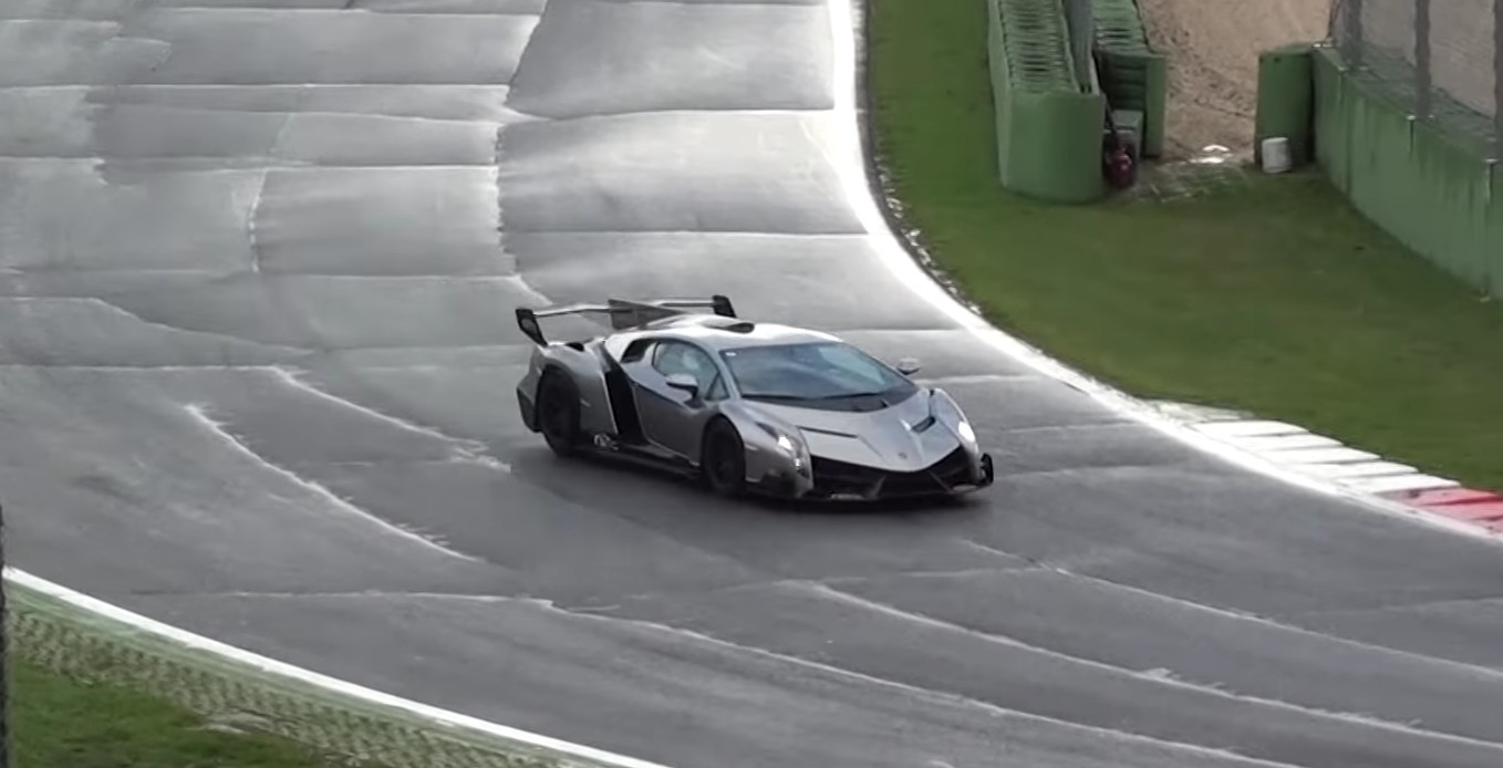 Seeing The Lamborghini Veneno On A Wet Track Is Something Special