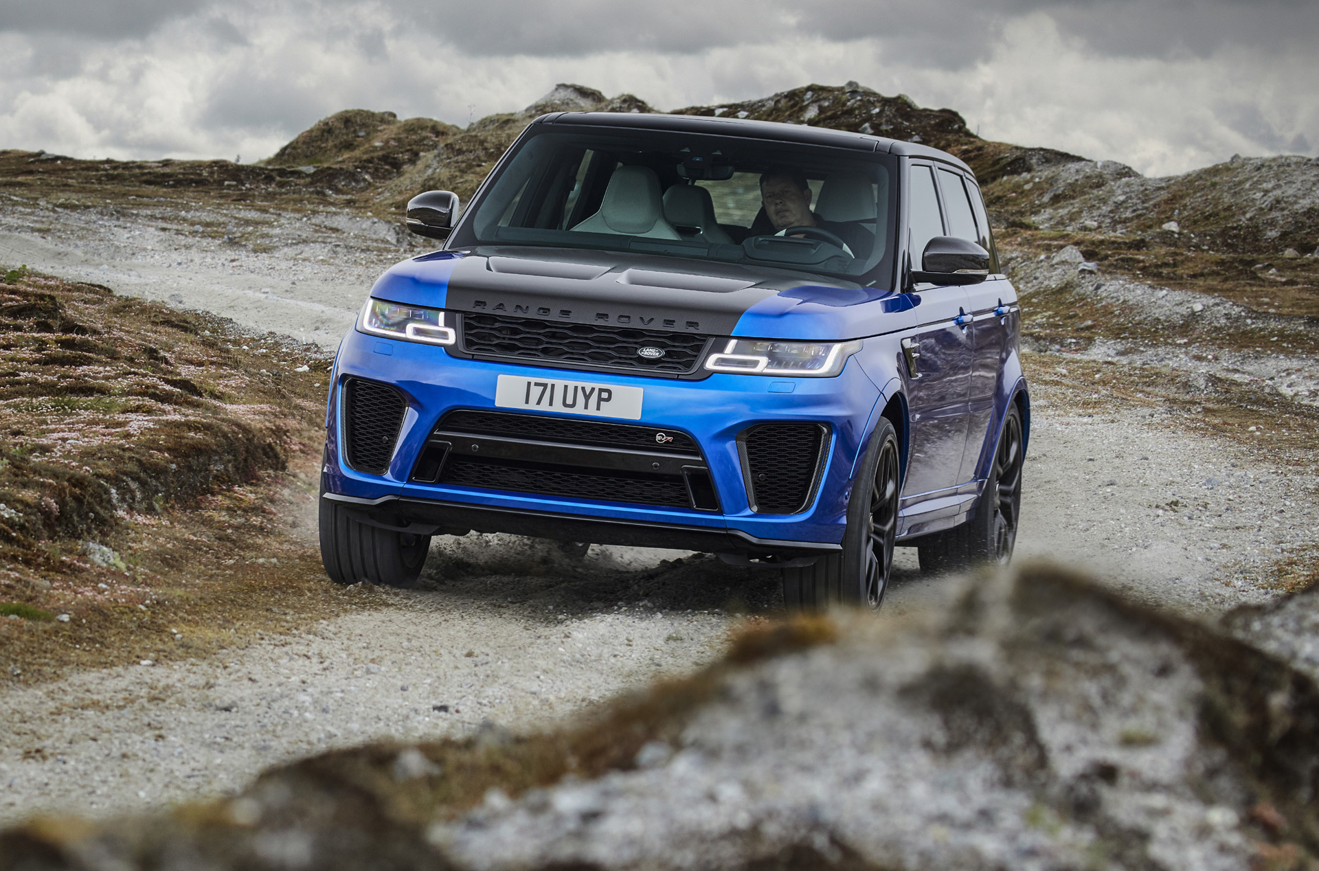 2018 land rover range rover sport svr revealed with 575 horsepower. Black Bedroom Furniture Sets. Home Design Ideas
