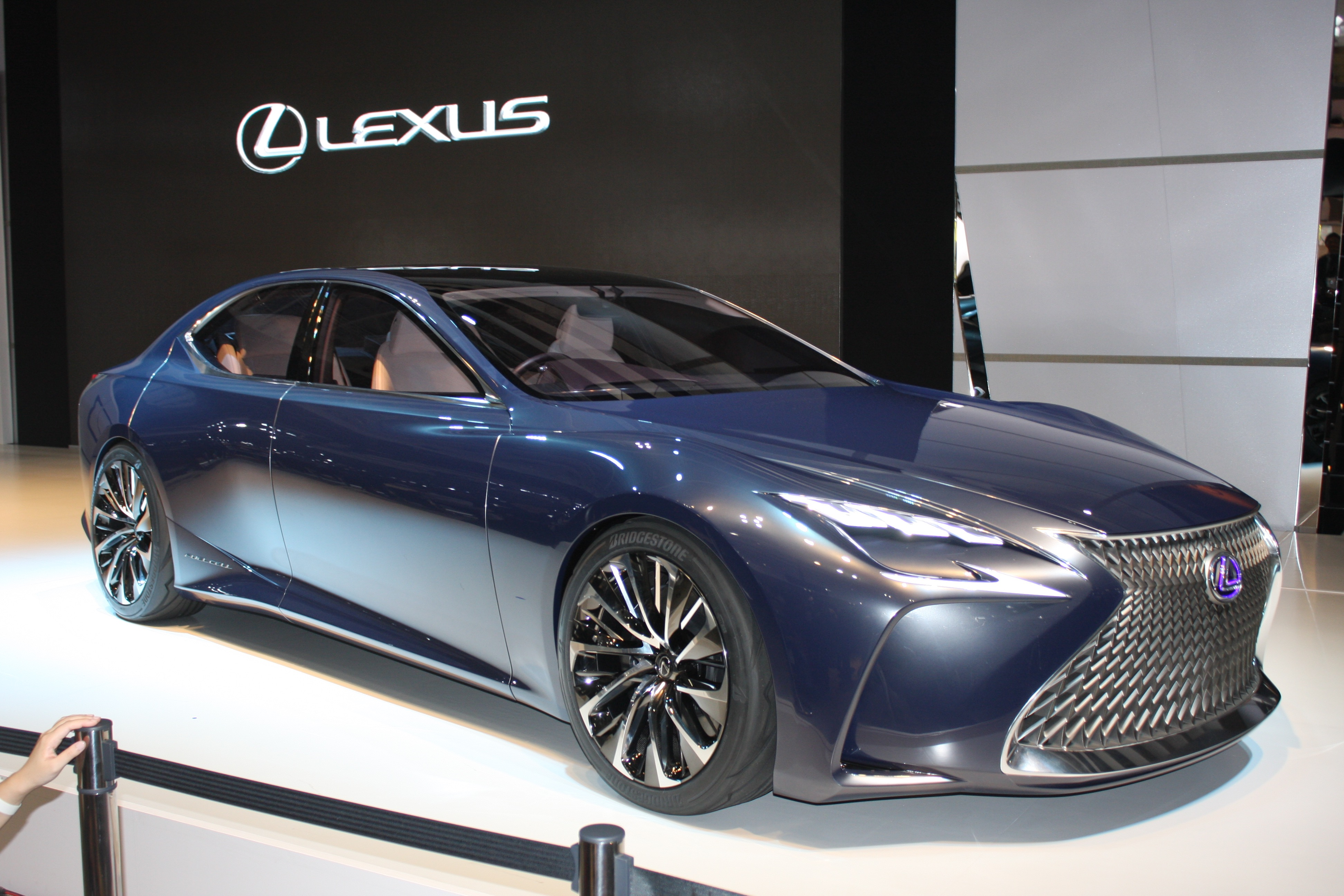 Lexus Lf Fc Concept Previews Next Ls Fuel Cell Future Live Photos Video