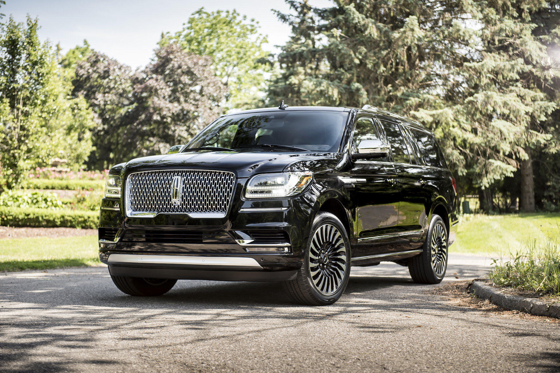 Lincoln Reveals 2018 Navigator L In Black Label