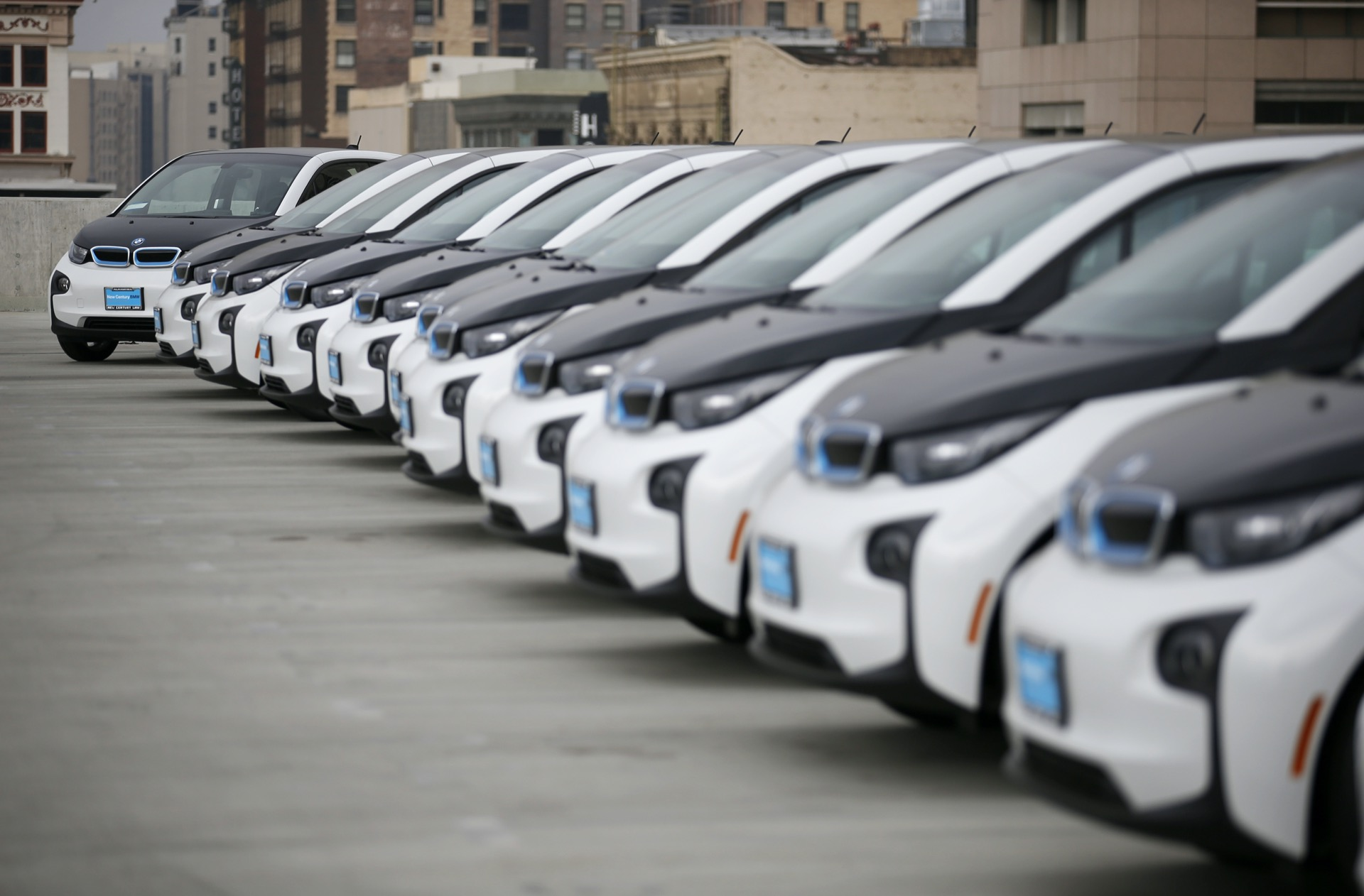 Los Angeles takes delivery of BMW i3 BEVs for LAPD use - 2016
