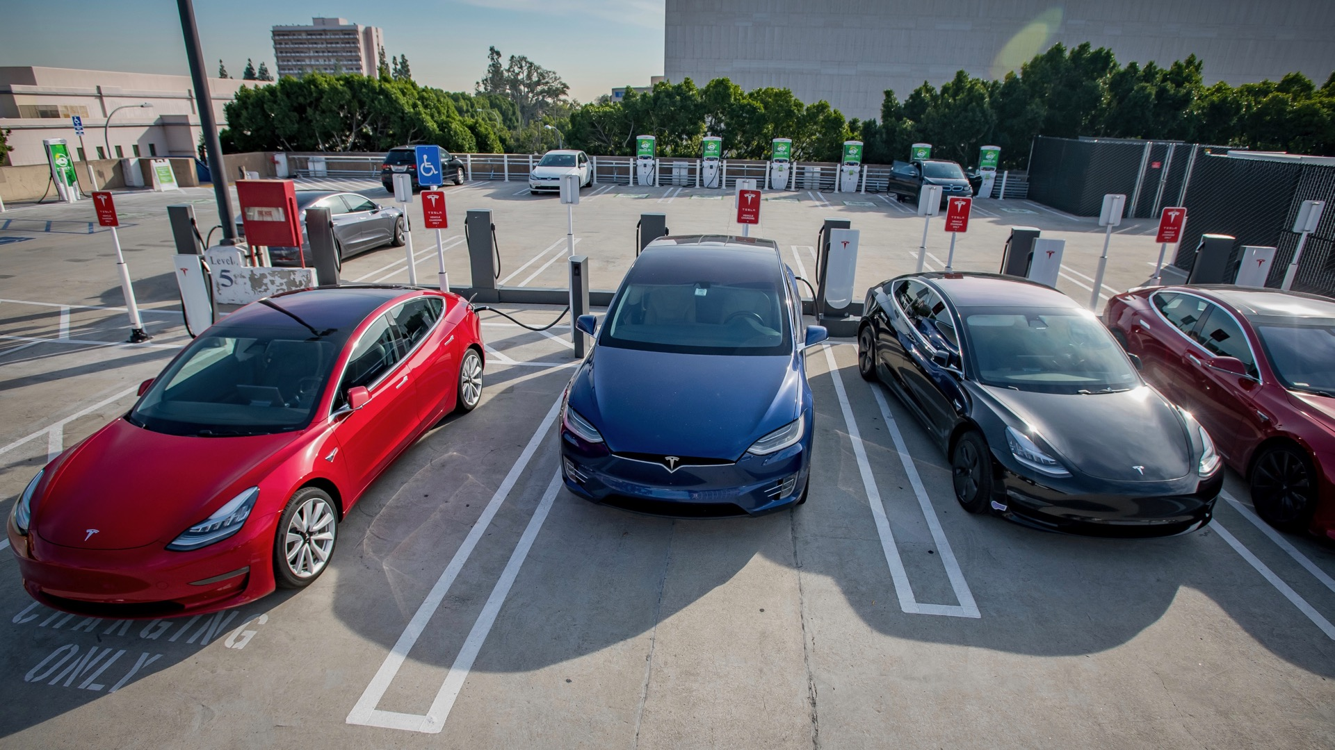 California heat waves prompt alerts about EV charging habits, energy conservation