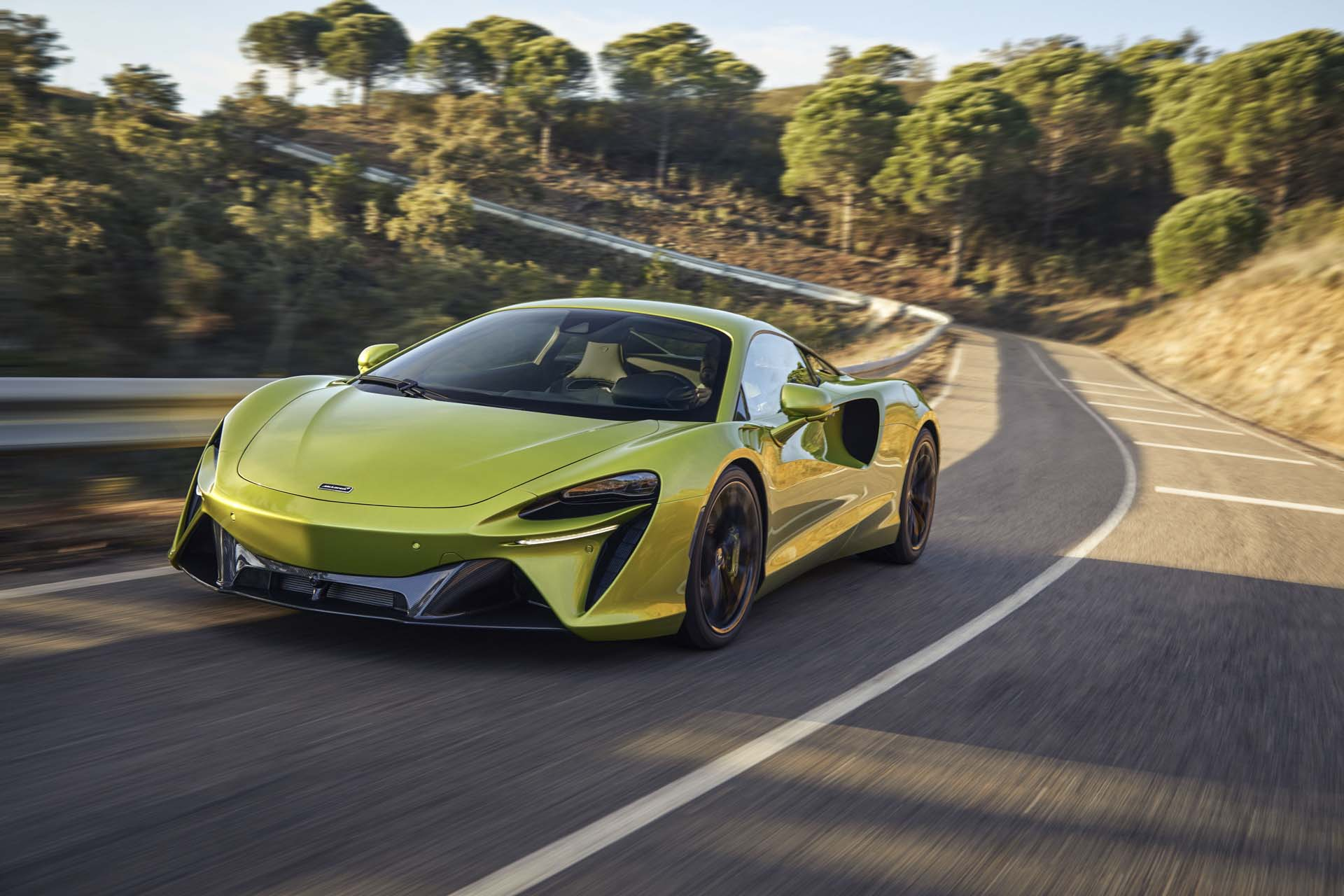 2022 McLaren Artura plug-in hybrid supercar arrives with V-6 engine, no gear for reverse - Motor Authority