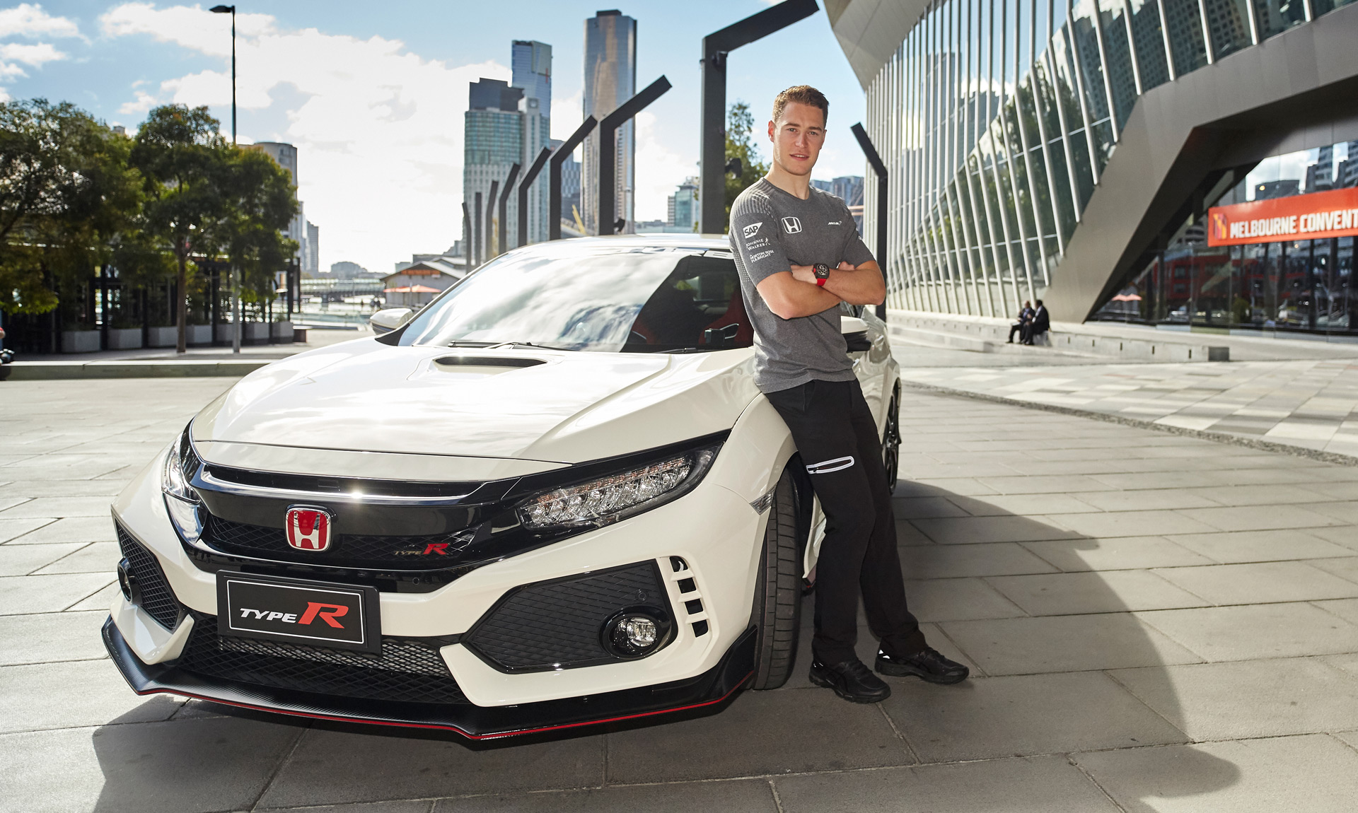 mclaren f1 driver stoffel vandoorne samples the 2017 honda civic type r. Black Bedroom Furniture Sets. Home Design Ideas
