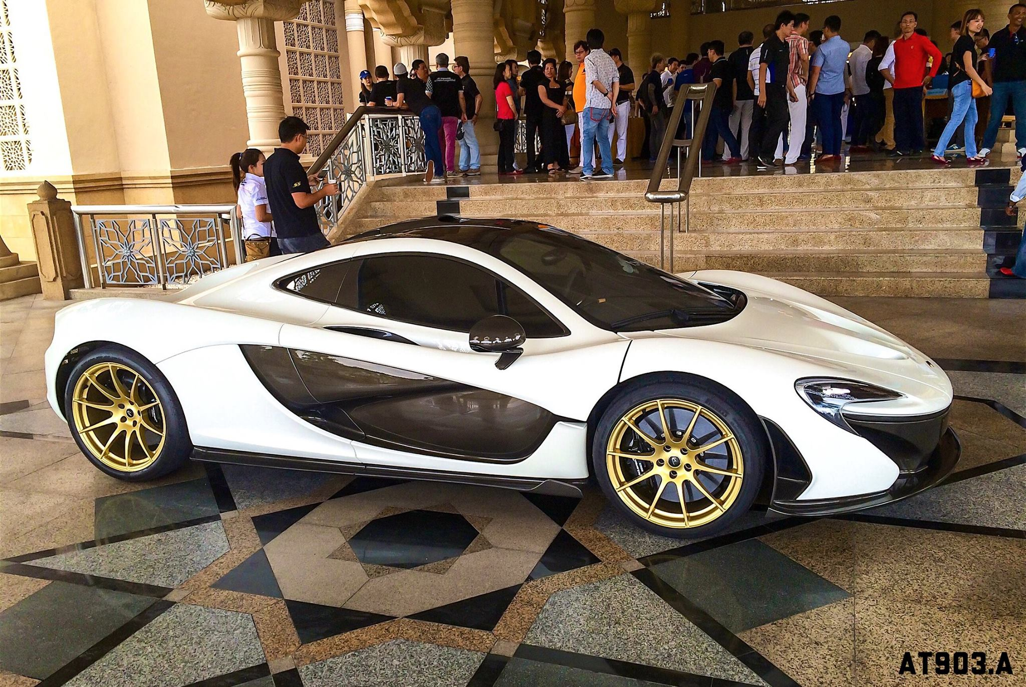 McLaren P1 With Gold Wheels Engine Cover By MSO Video