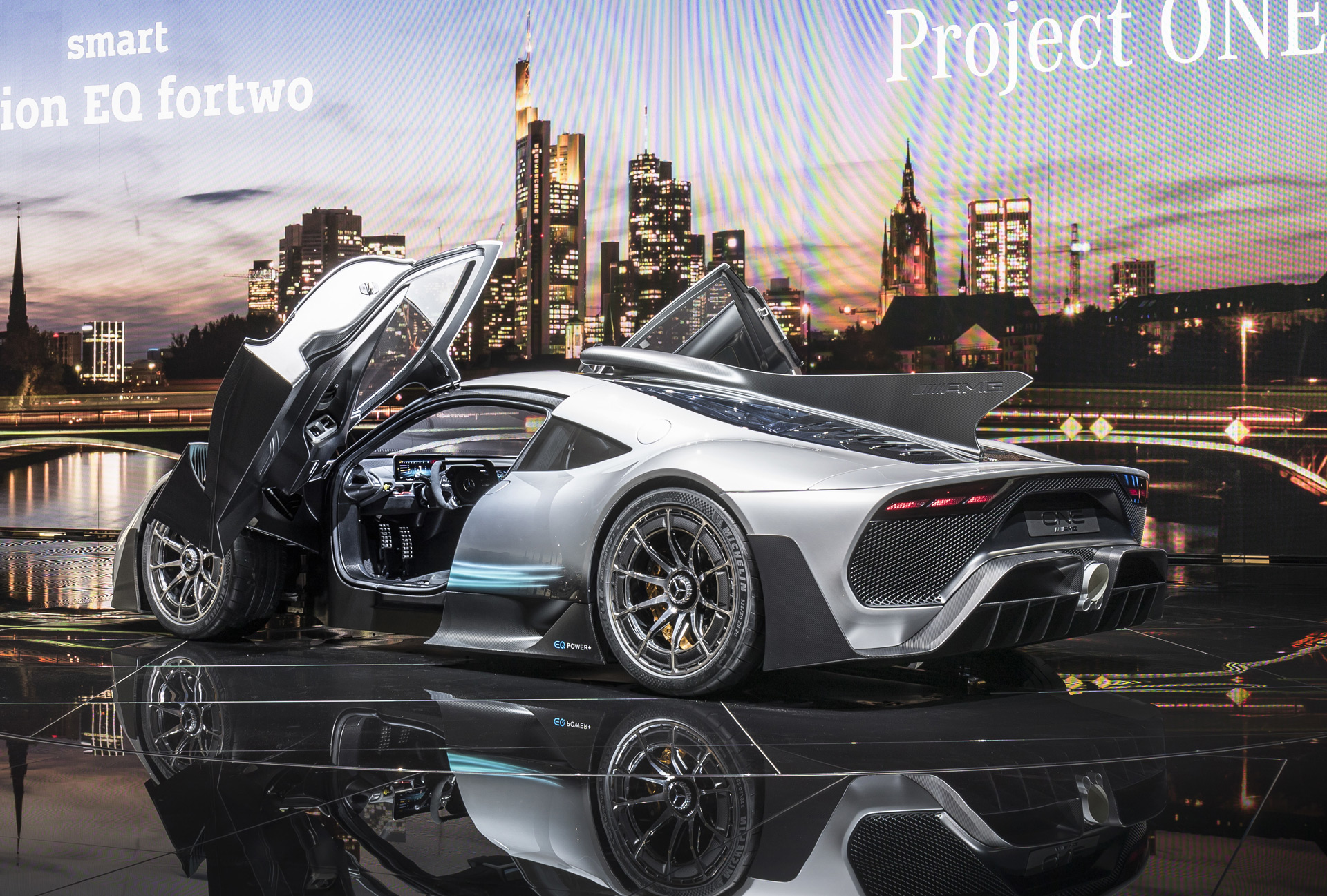 bmw i vision dynamics mercedes amg project one land rover discovery svx car news headlines. Black Bedroom Furniture Sets. Home Design Ideas