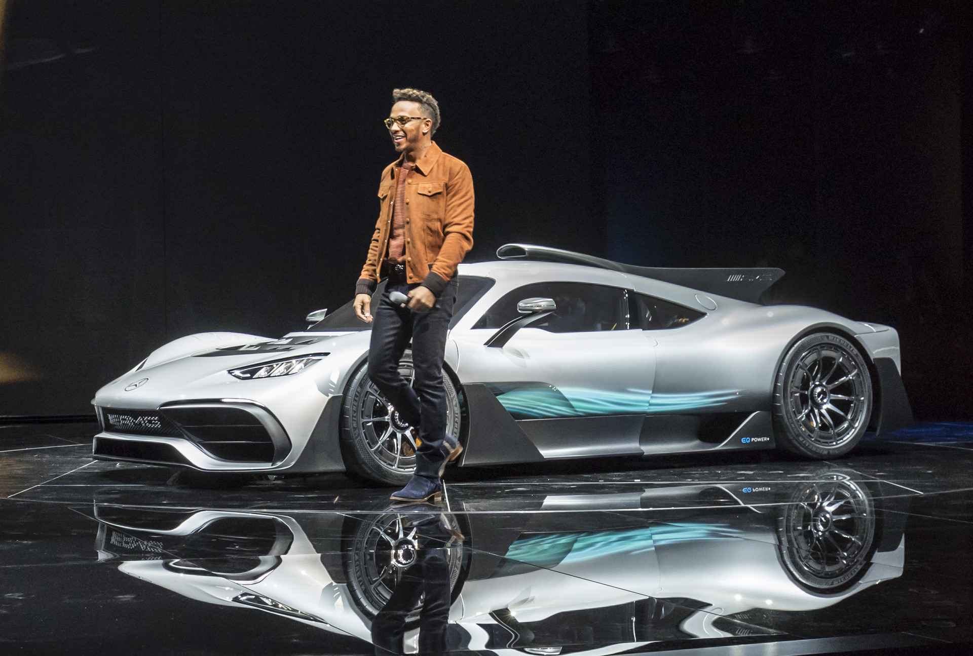 Electrified future f1 derived mercedes amg project one for Mercedes benz f1