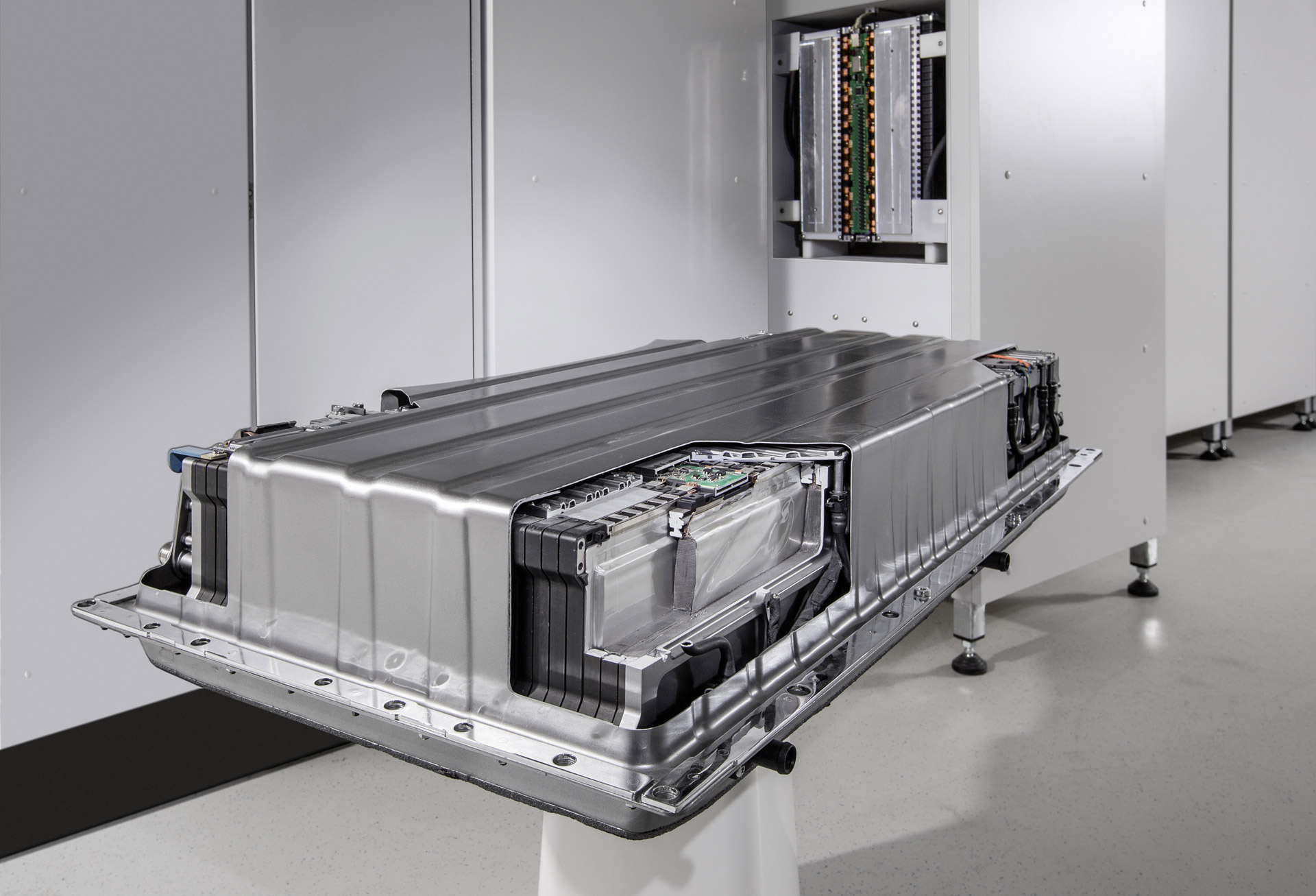 Battery based energy trading next step after reverse for Mercedes benz battery warranty