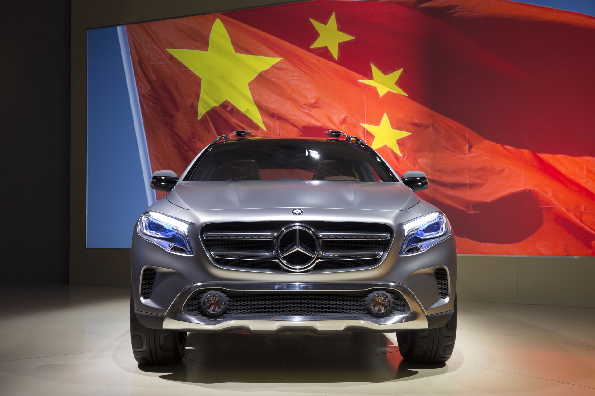 mercedes fined by chinese regulator for price fixing. Black Bedroom Furniture Sets. Home Design Ideas