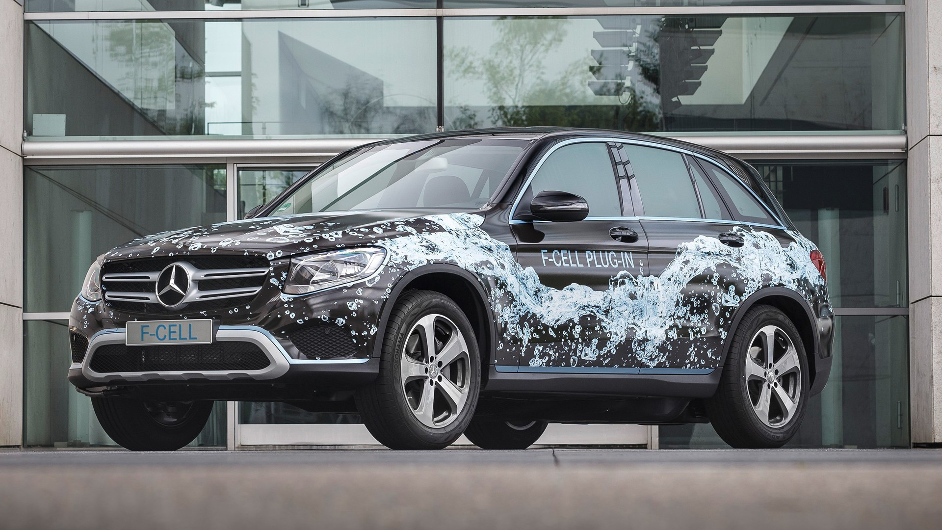 Electric-car sales, plug-in Mercedes fuel-cell SUV, VW diesel delay: The Week in Reverse