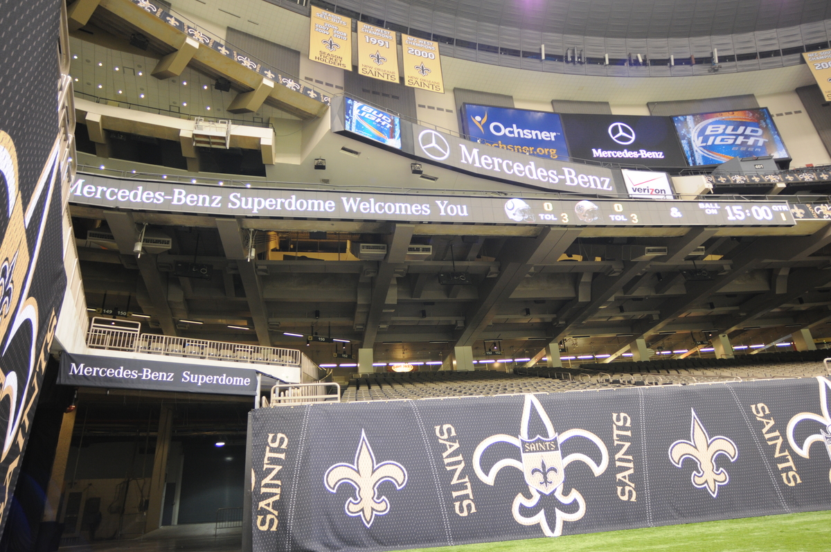 Mercedes benz seals deal to name louisiana superdome for Mercedes benz in louisiana