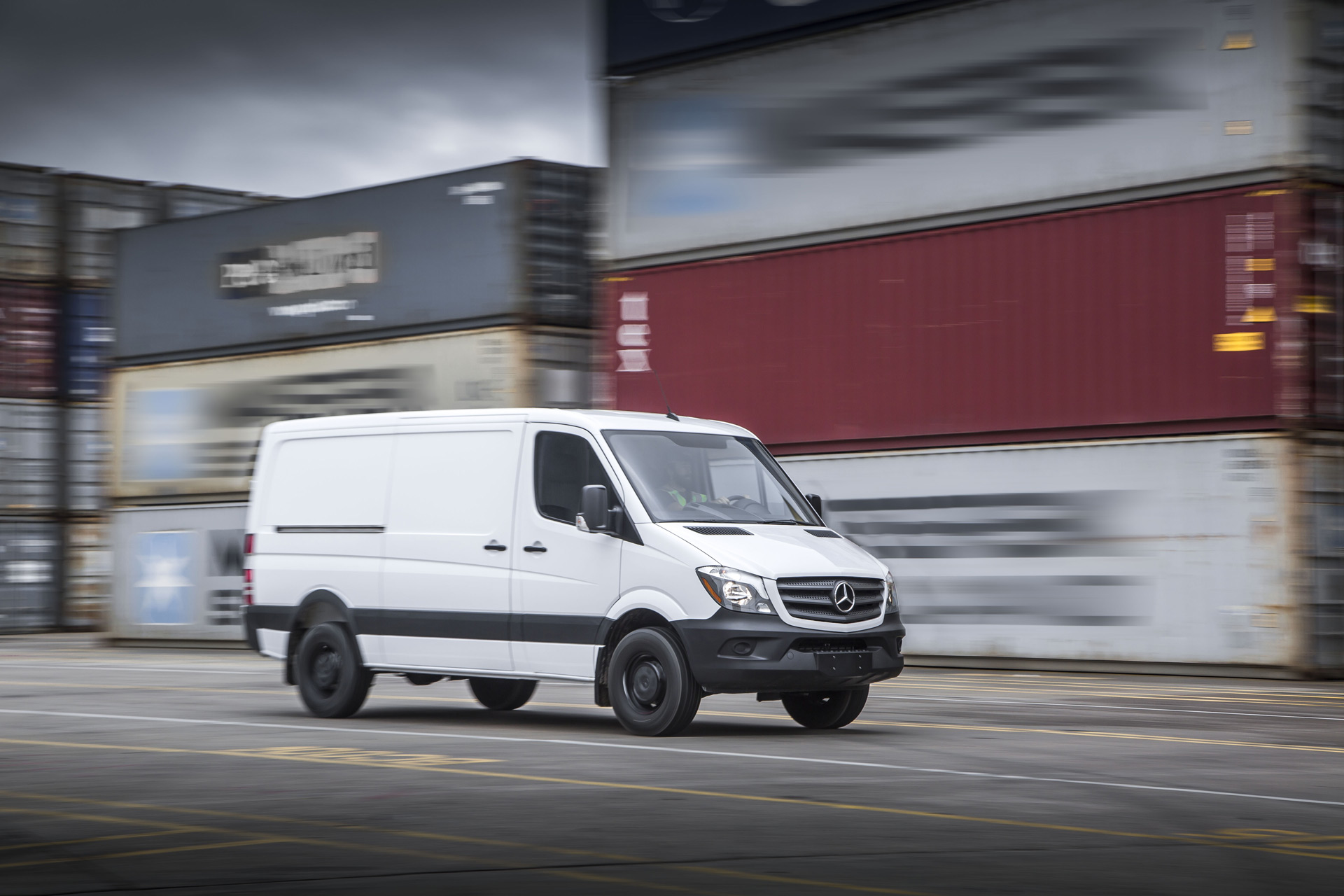 977817f645 Mercedes explores ways to turn its Sprinter van all-electric