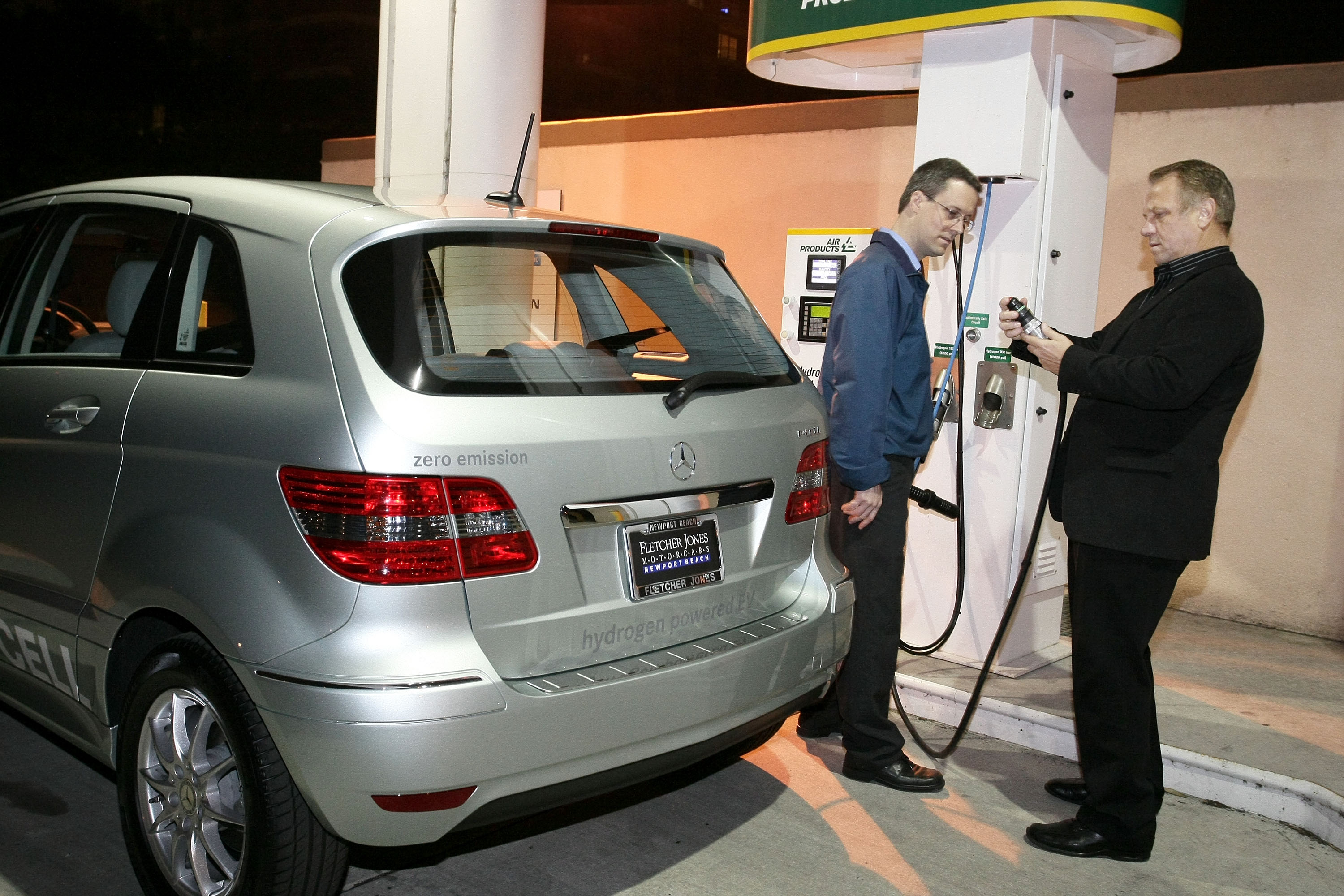 Chevy Volt Lease Cost >> Electric-Car Deliveries? Mercedes-Benz Says, Hey, Fuel ...