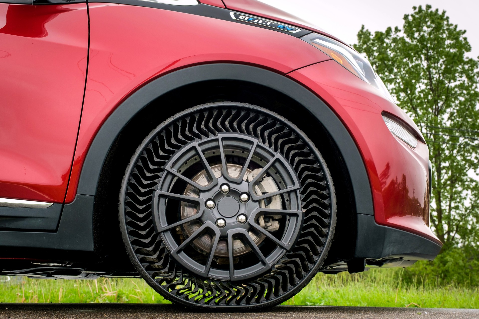 no puncture no pressure gm could offer airless michelin tire in 2024 ev. Black Bedroom Furniture Sets. Home Design Ideas