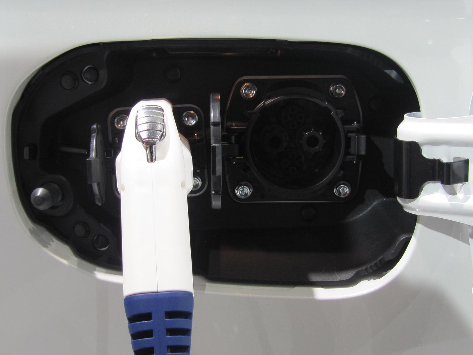2017 Mitsubishi Plug In Hybrid To Lose Quick Charging Port