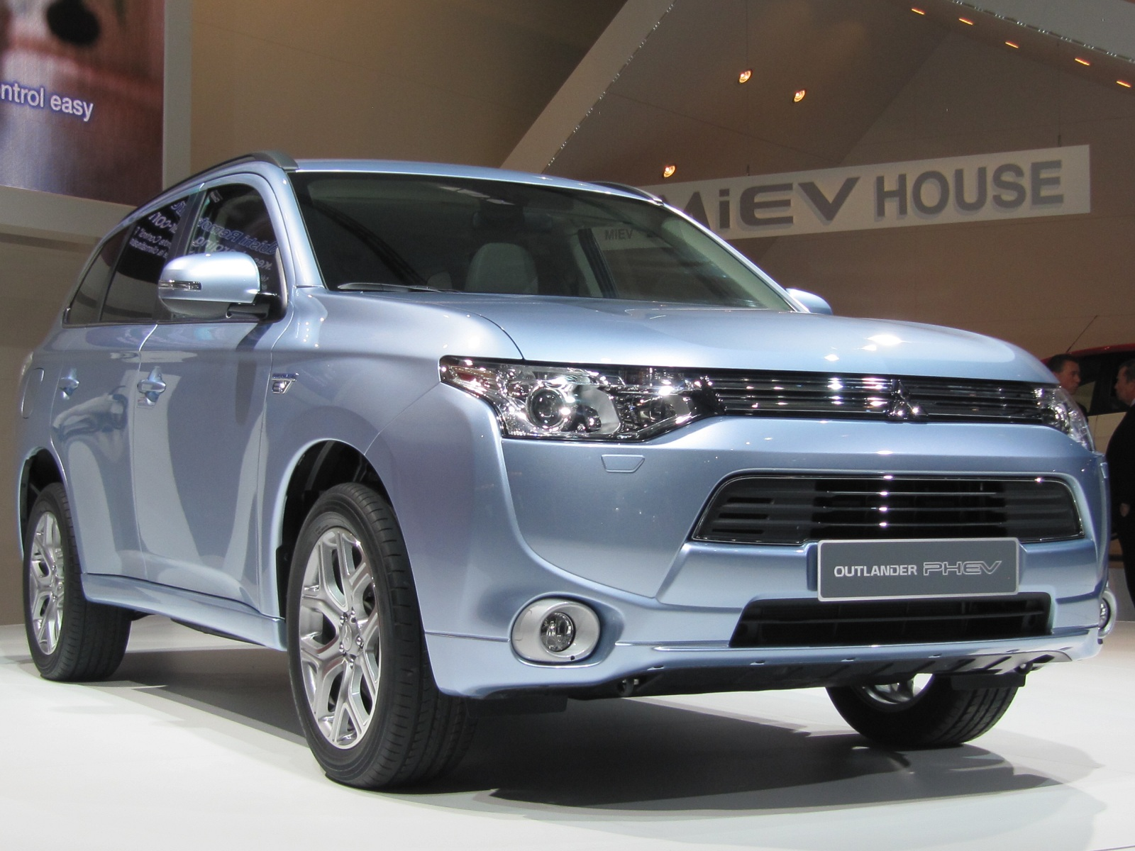 Best Uber Cars >> 2017 Mitsubishi Outlander Plug-In Hybrid: On Sale Late Summer, Now