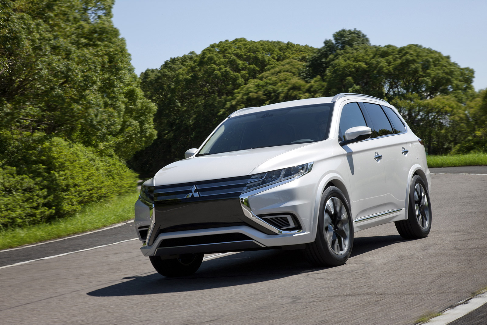 Mitsubishi Outlander Plug-In Hybrid On Sale In Q2 Of 2016, Now