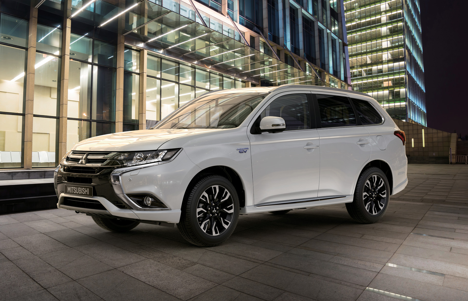 2017 Mitsubishi Outlander Plug In Hybrid Debuts New York Goes On This Fall