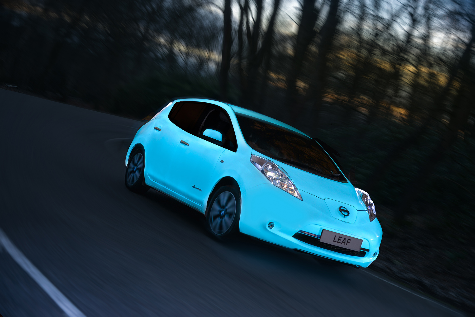 Nissan Leaf Gets Glow-In-The-Dark Paint Job To Promote Solar Energy: Video
