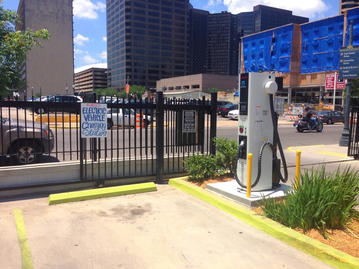 Nissan Of New Orleans >> Nissan Unveils New Orleans First Public Charging Station