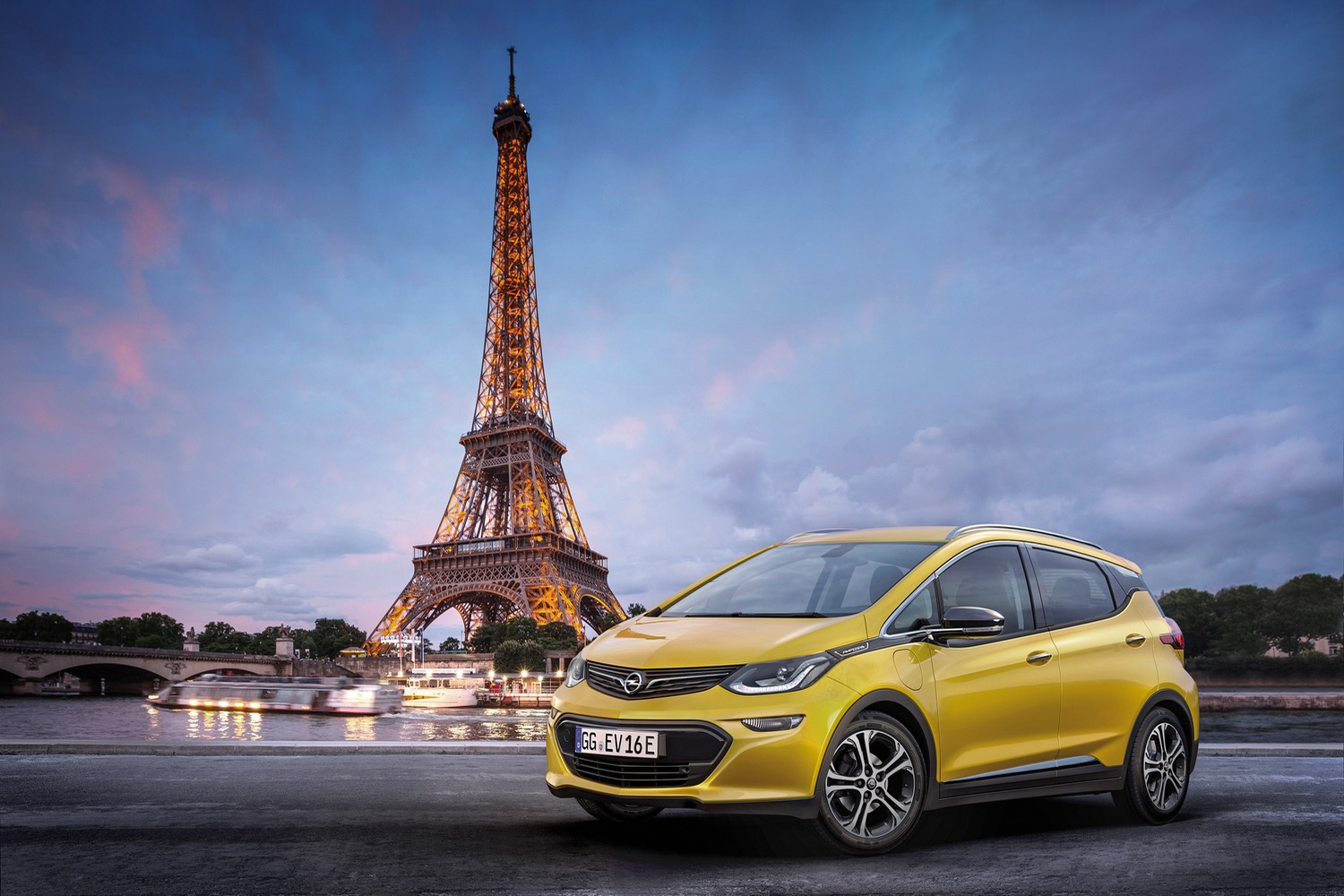 Opel will launch the 2017 electric model Ampera-e 20