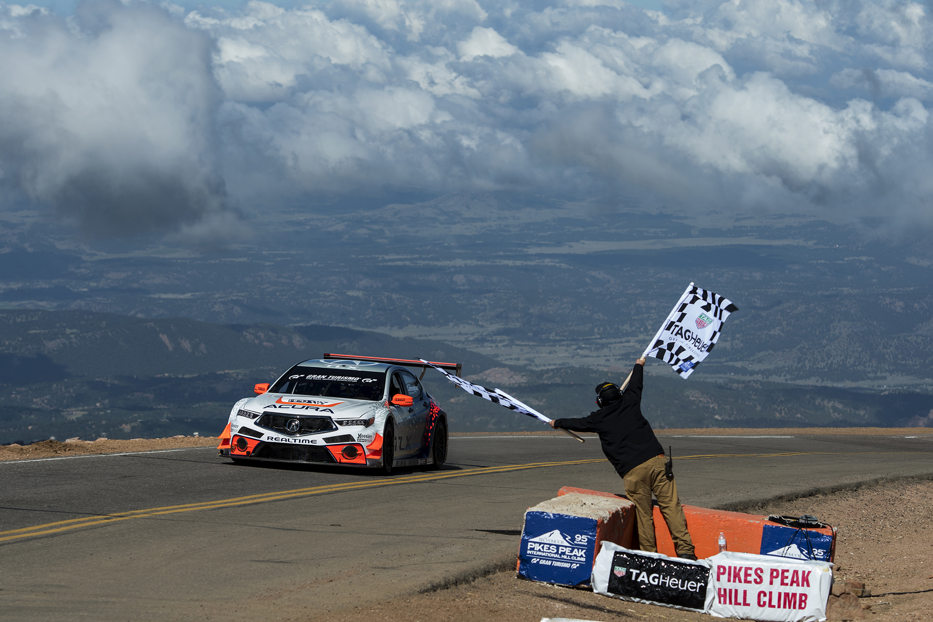 Romain Dumas Wins 2017 Pikes Peak Hill Climb His Third Le