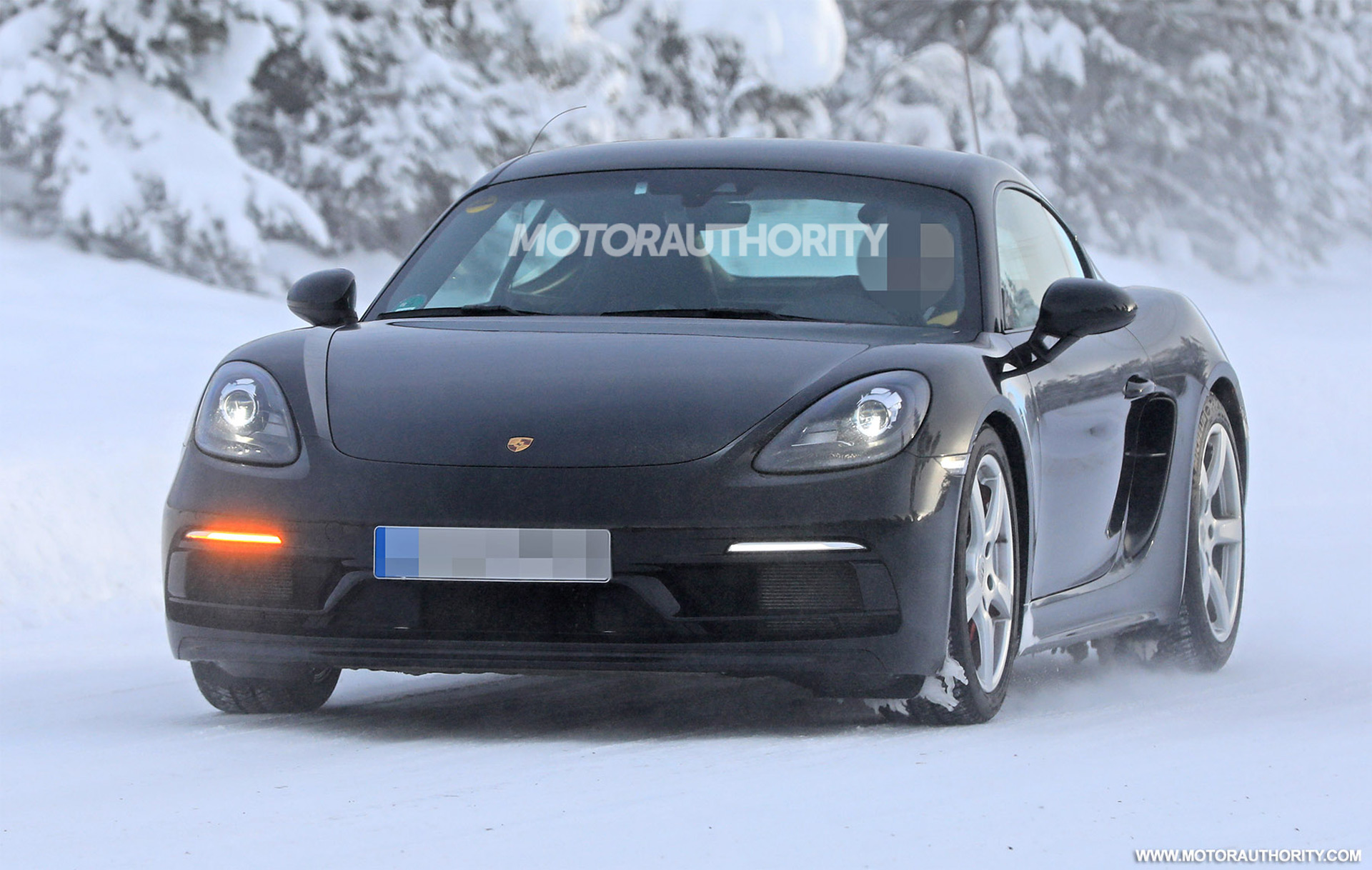 View Porsche Cayman 2020