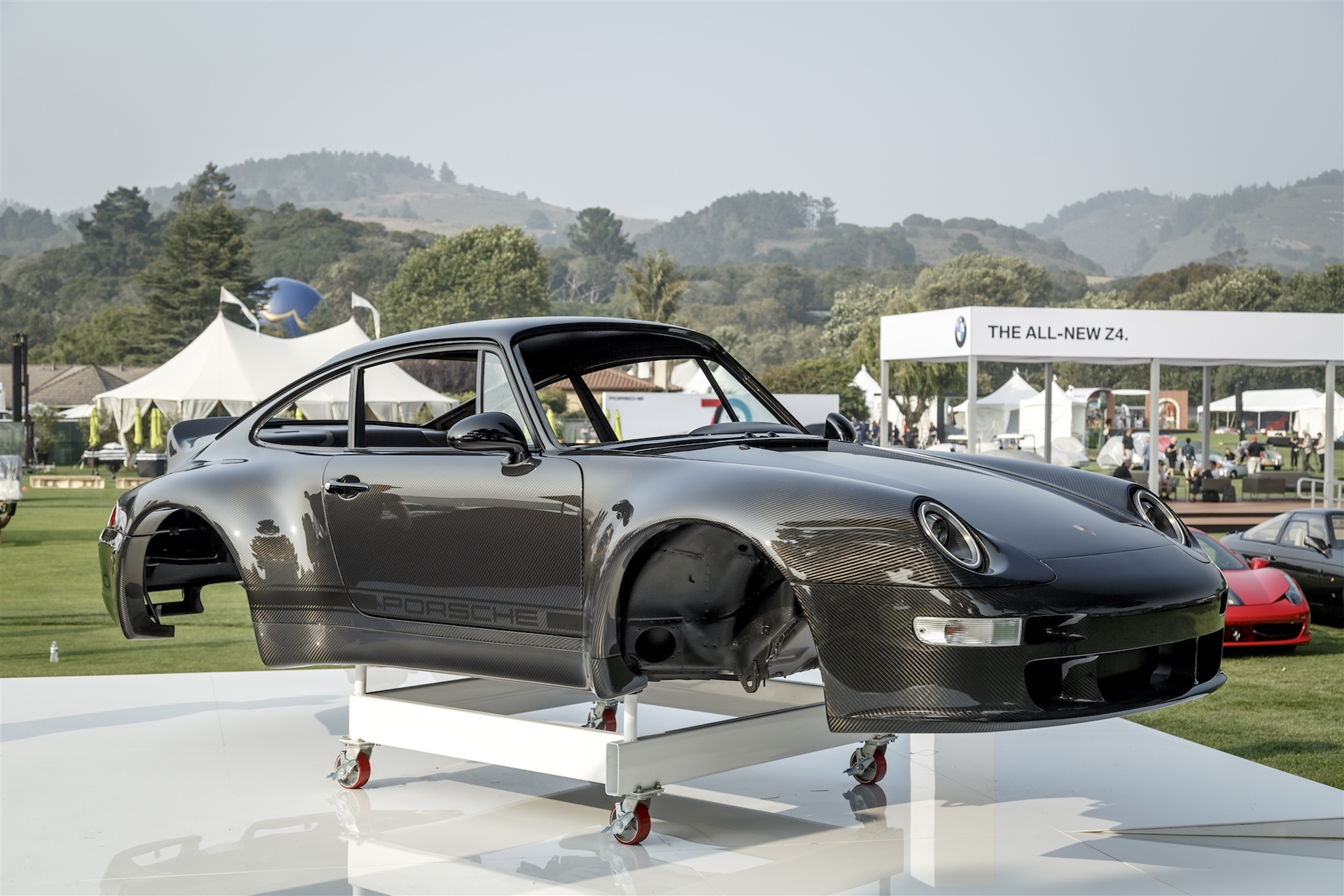 Californian Firm Offers Carbon Fiber Porsche 911 Bodies
