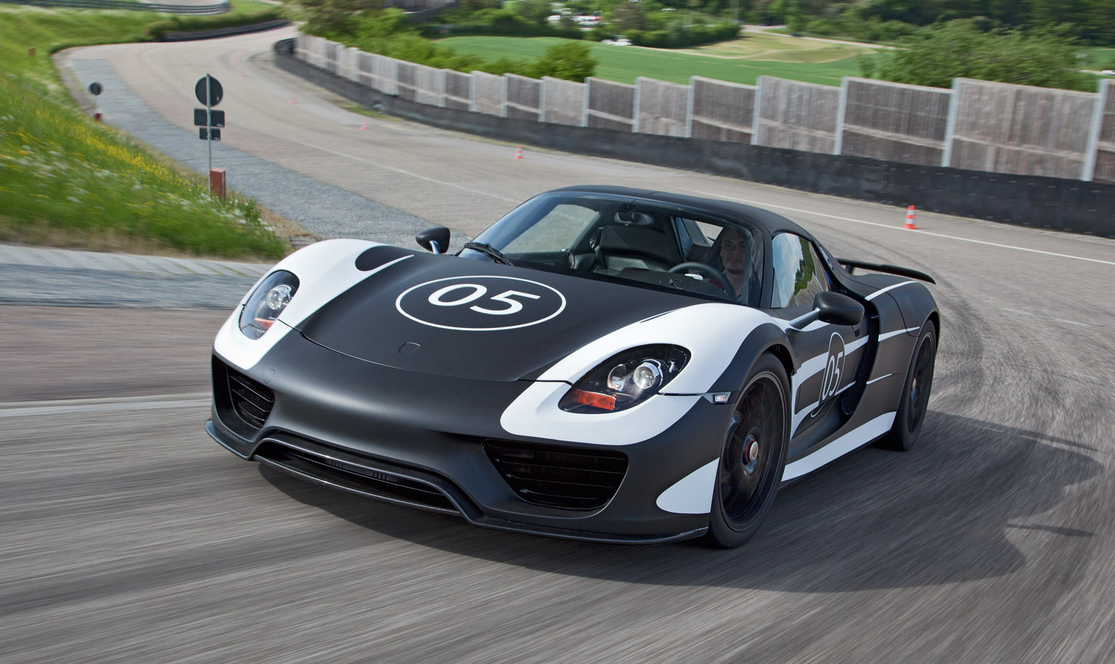 porsche releases latest specs for upcoming 918 spyder
