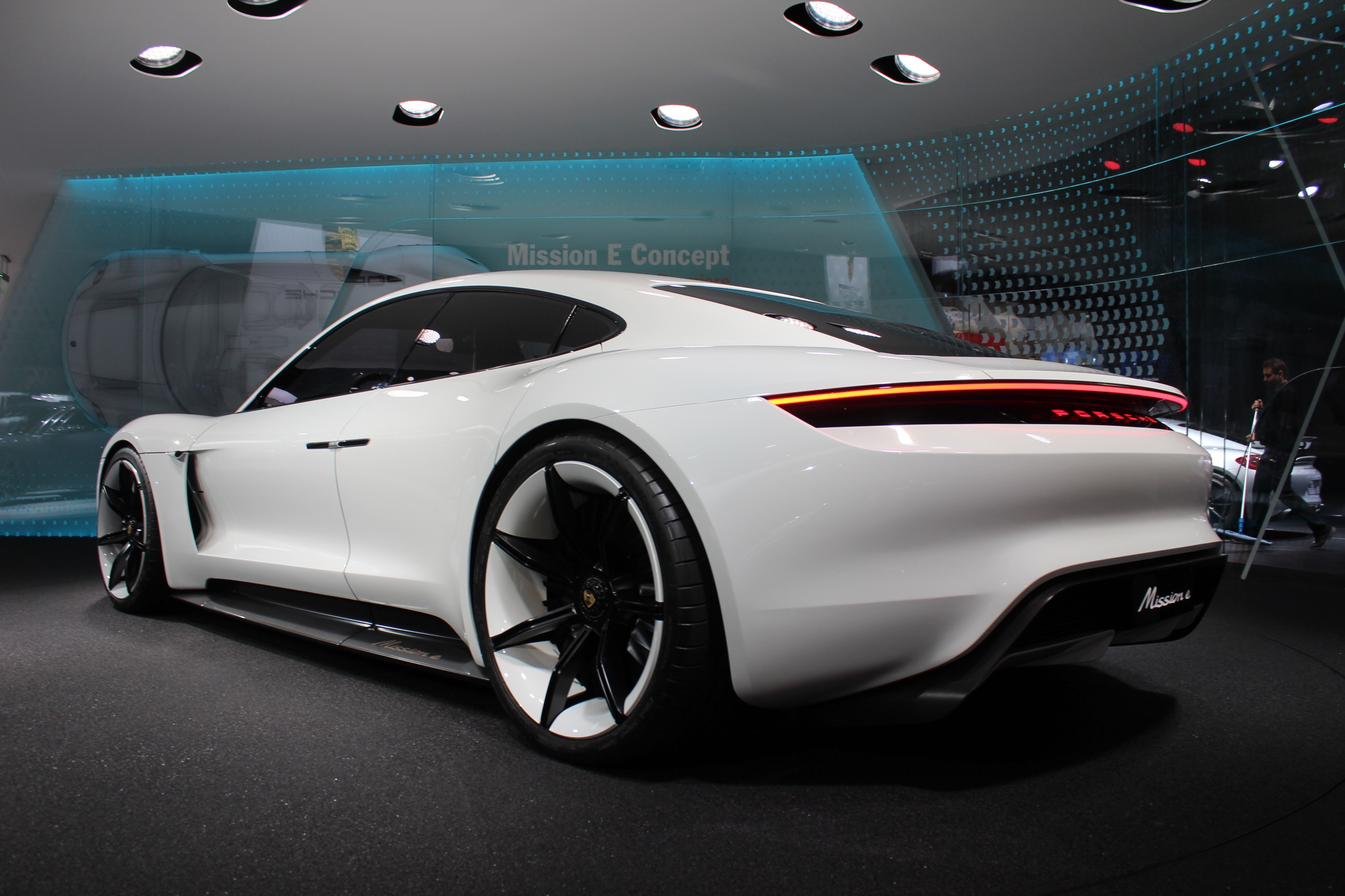 Porsche design chief talks about the Mission E concept: Video