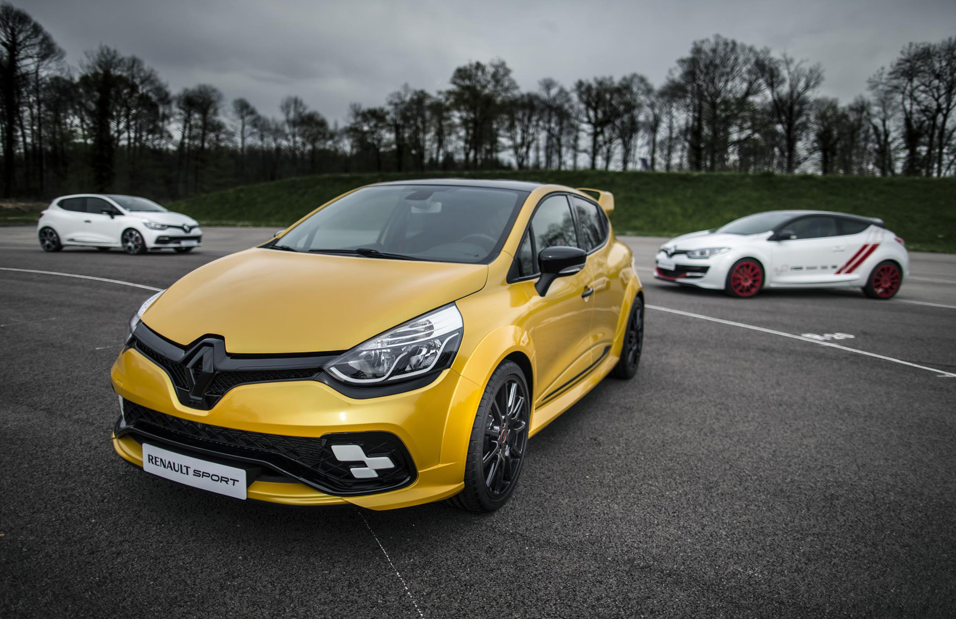 renault hints at new clio rs with 275 horsepower concept. Black Bedroom Furniture Sets. Home Design Ideas