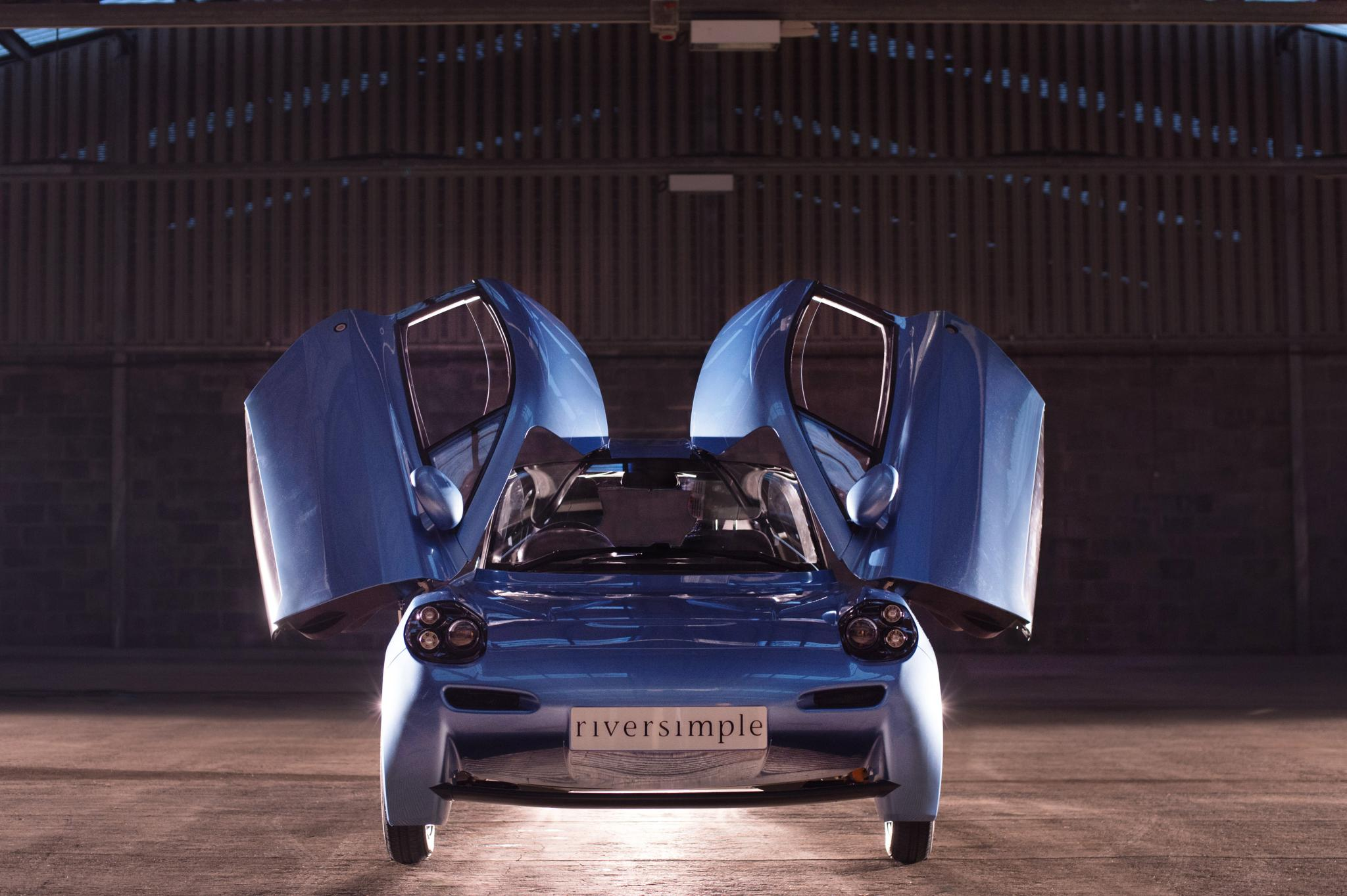 Aston Martin Electric, Fuel-Cell Lightweight, Tesla Restricts Summon: The Week In Reverse