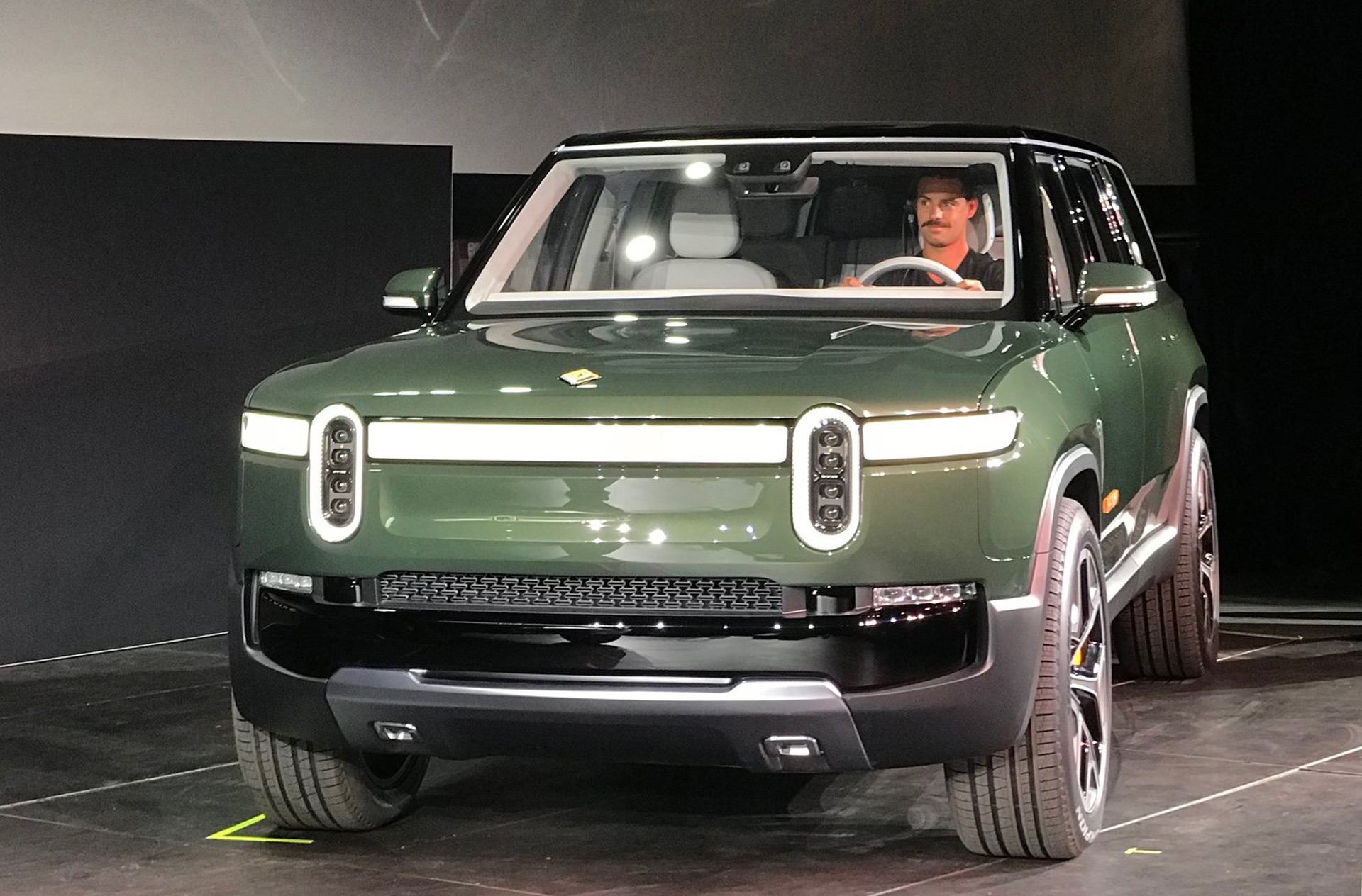 rivian r1s debuts with 410 miles of range what the tesla model x should 39 ve been. Black Bedroom Furniture Sets. Home Design Ideas