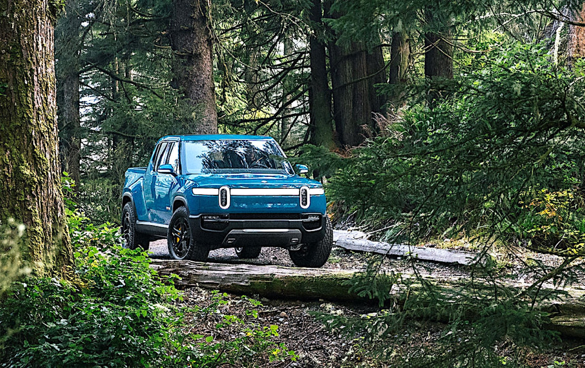 Rivian R1T electric pickup: More details about towing, gear tunnel, app-controlled tailgate