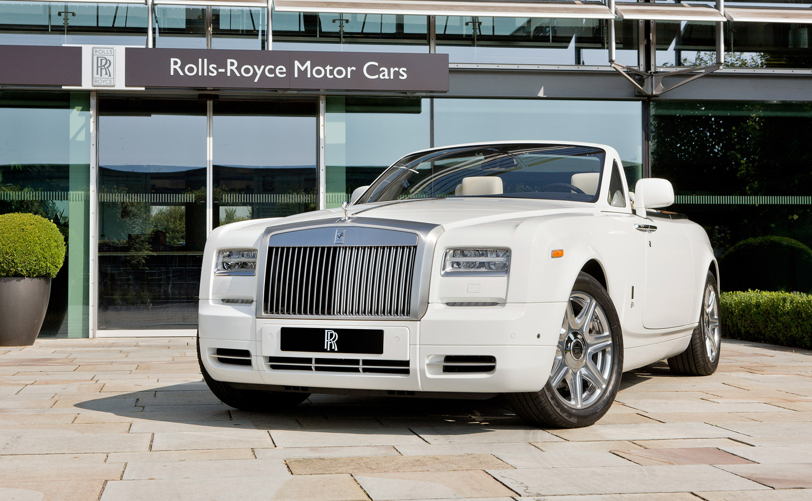 RollsRoyce Celebrates London Olympics With Special Phantom