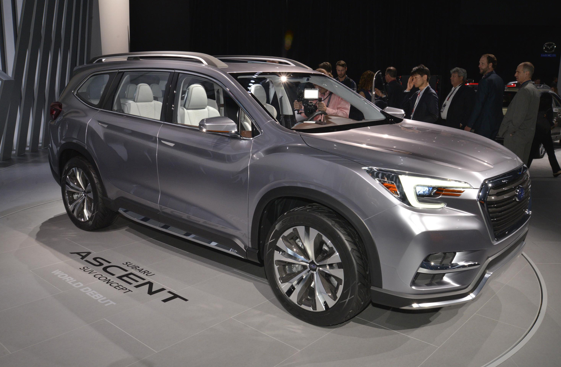 new subaru ascent aims to climb busy hill of crossover suvs. Black Bedroom Furniture Sets. Home Design Ideas