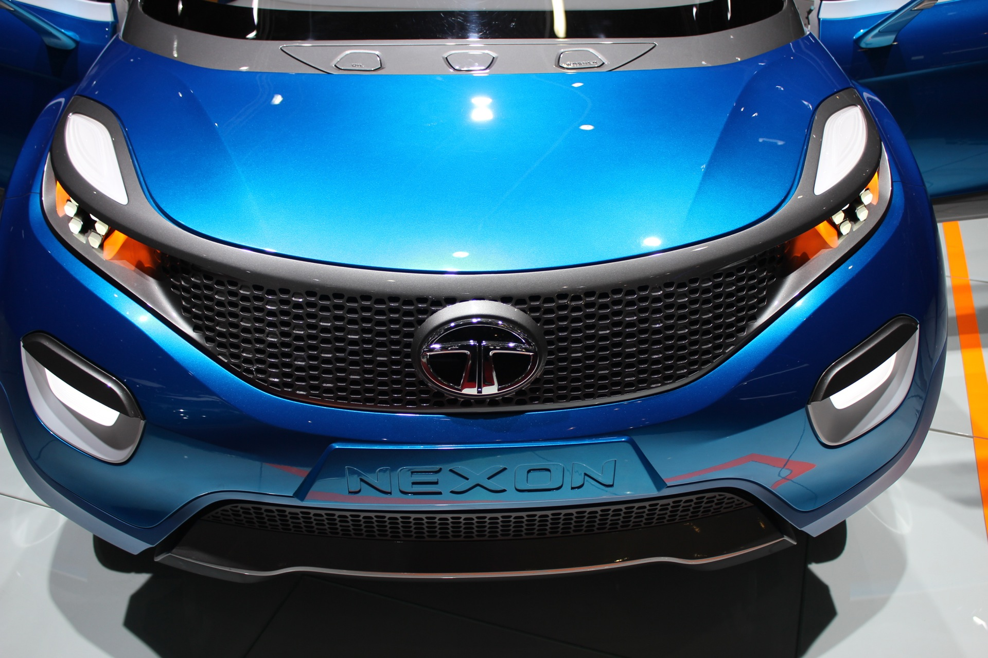 Compressed Air Car >> Tata Airpod Compressed Air Car To Launch In Hawaii This Year Report