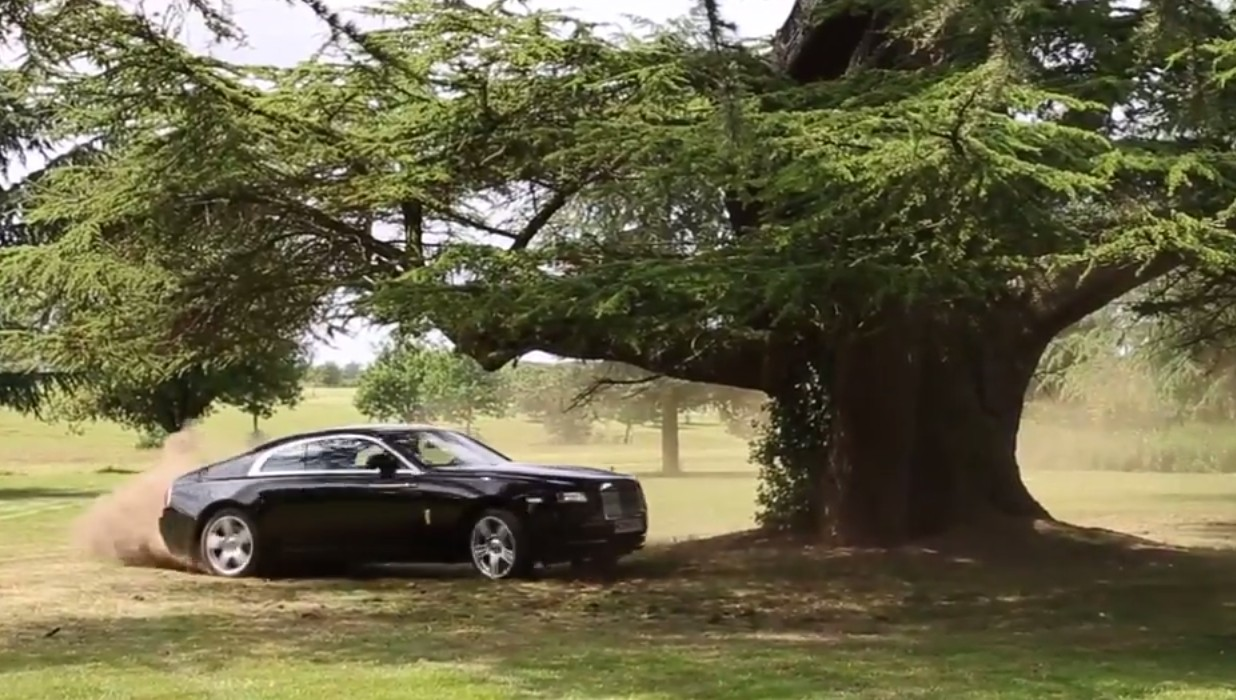 Rolls-Royce Wraith Rips Up The English Countryside: Video