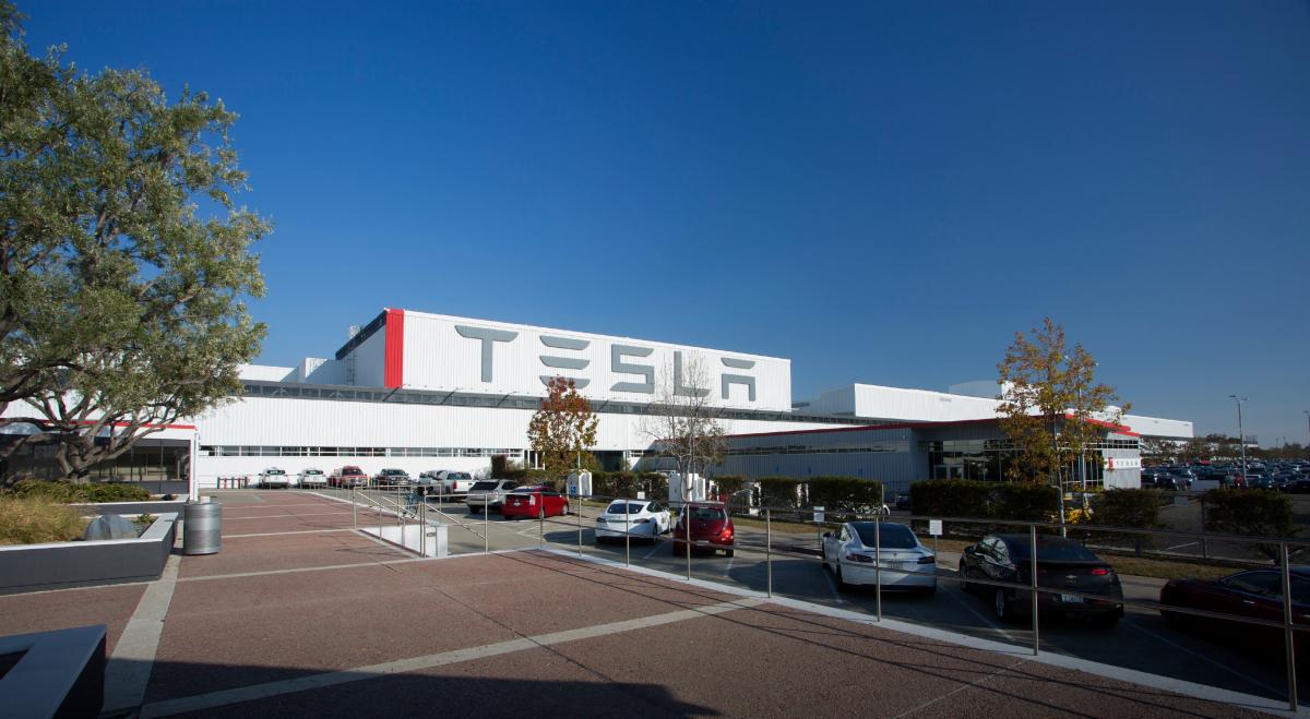 Tesla privatization bid, quality control face increasing scrutiny
