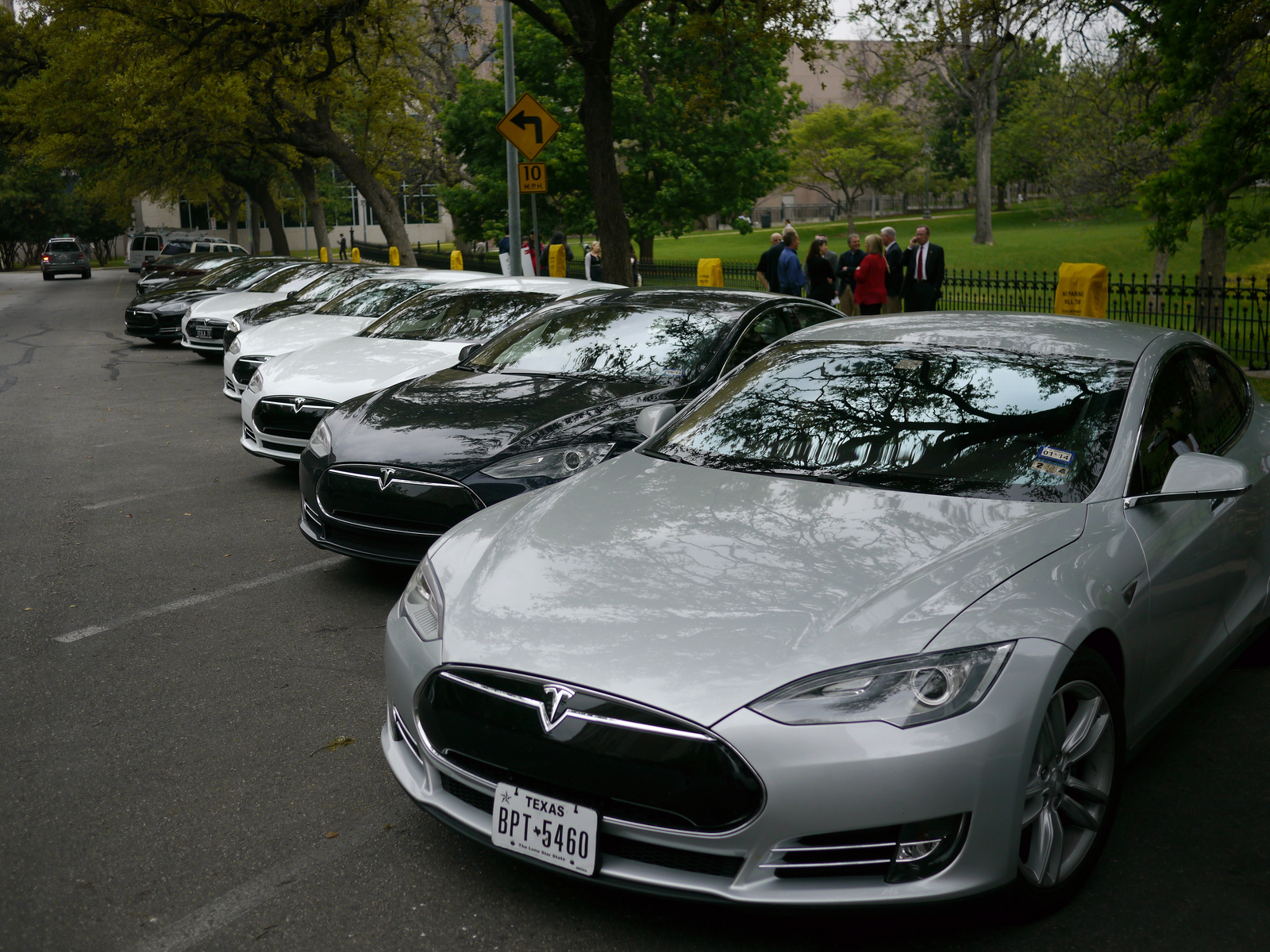 Tesla Underground Texas Franchise Rules Make Model S Owners Skirt