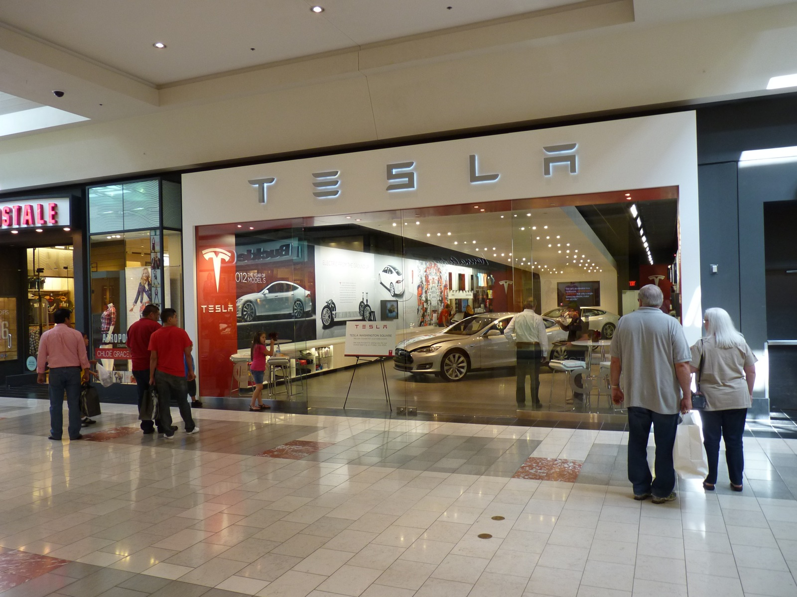 Tesla Will Open 10 More Stores This Year In High End Sites