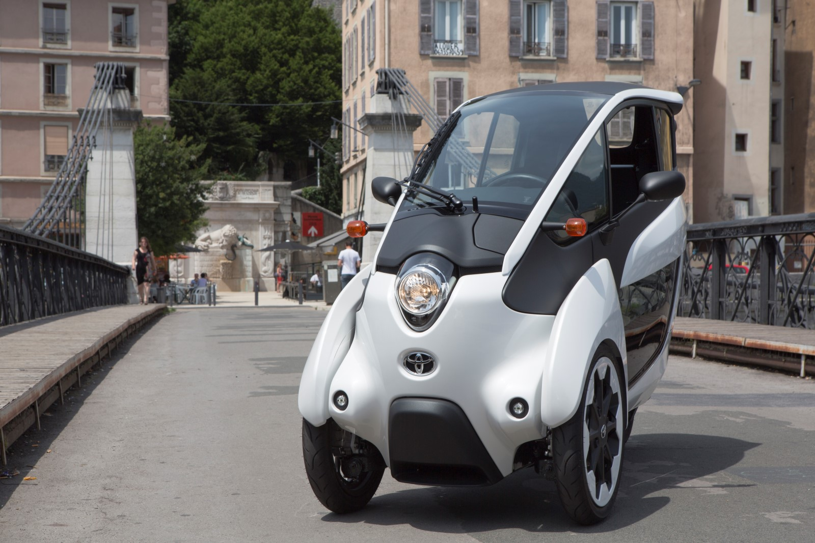 Nissan Leaf Lease >> Toyota i-Road Electric City Car Undergoes French Car-Share Trials