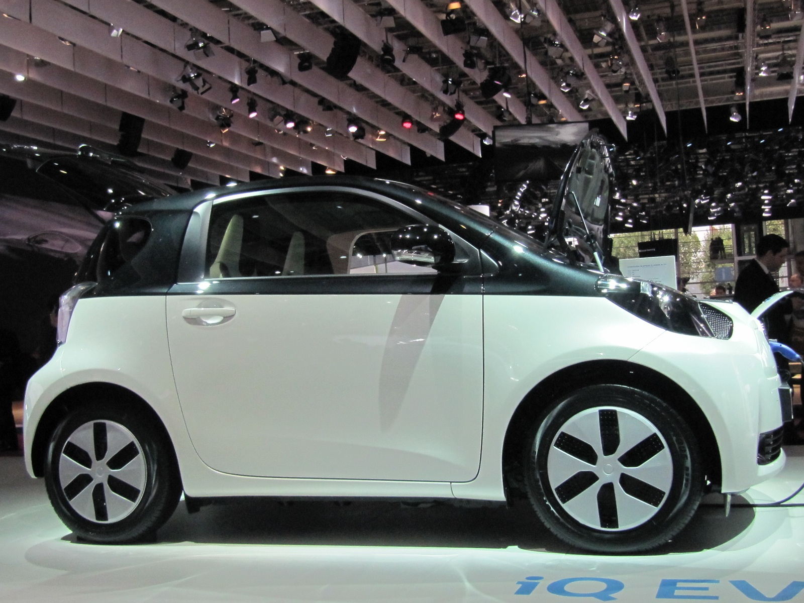 toyota iq ev the electric car you 39 ll never see live photos. Black Bedroom Furniture Sets. Home Design Ideas