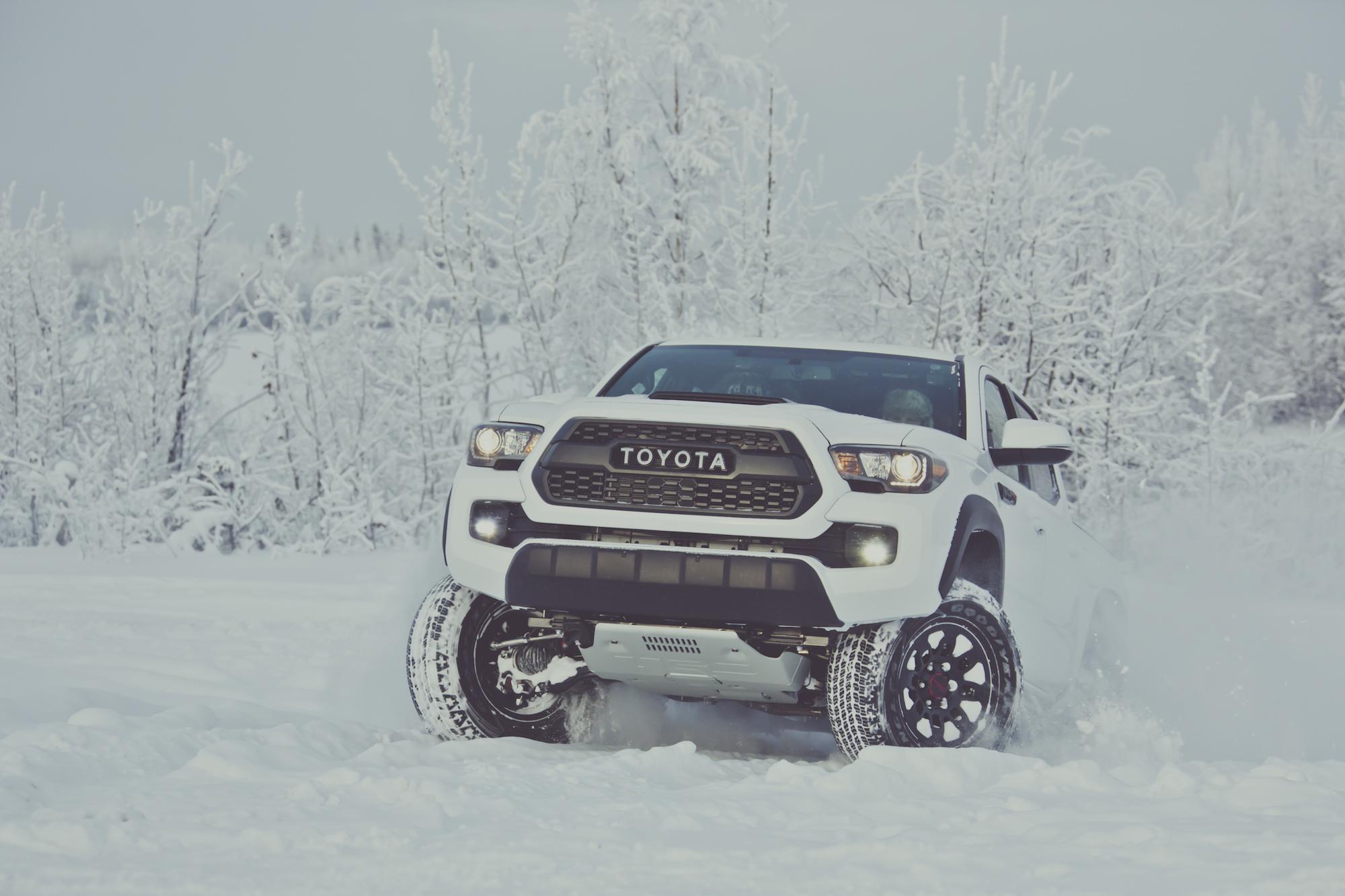 2017 Nissan Frontier vs 2017 Toyota Ta a pare Trucks