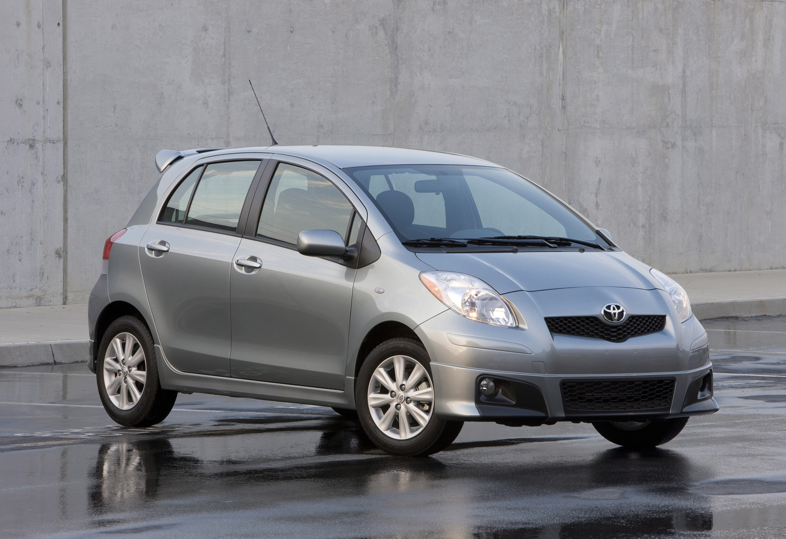 2010 Toyota Yaris Review Ratings Specs Prices And Photos The