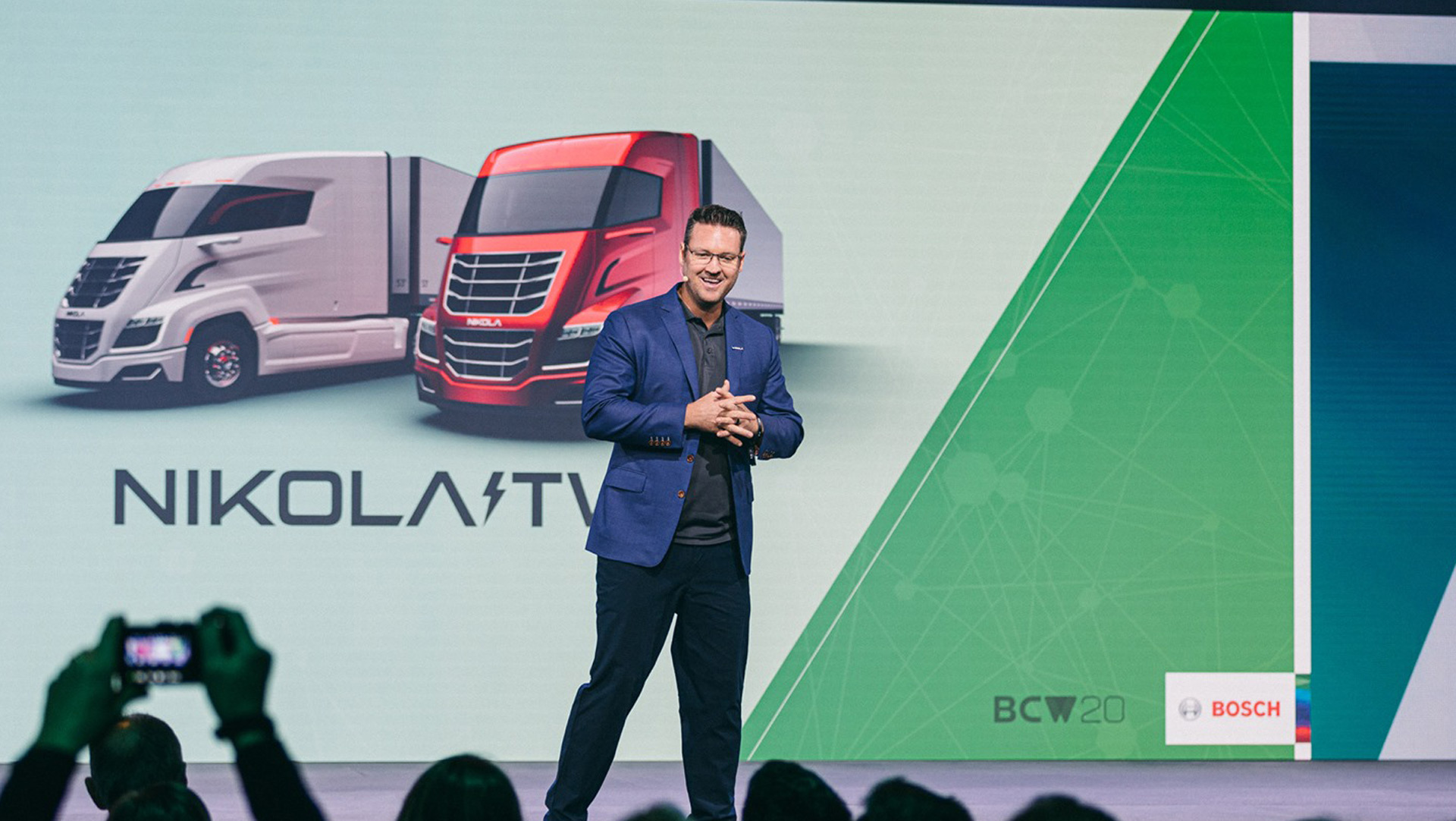 Head of EV startup Nikola steps down amid fraud allegations