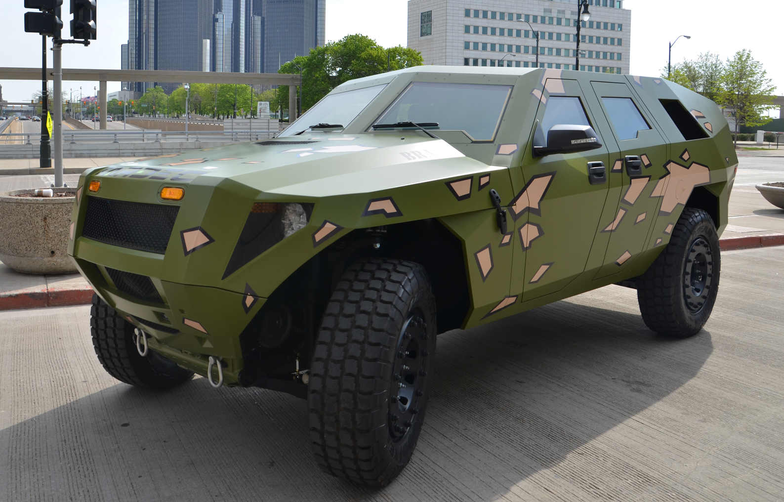 army diesel hybrid concept twice the mpg just as fierce as humvee. Black Bedroom Furniture Sets. Home Design Ideas