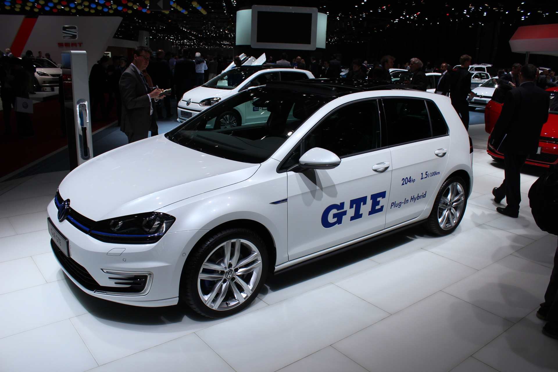 Volkswagen Golf Gte Plug In Hybrid Live Photos From Geneva