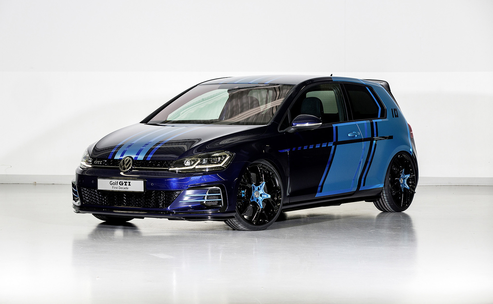 vw reveals gti hybrid concept with rear axle electric motor. Black Bedroom Furniture Sets. Home Design Ideas